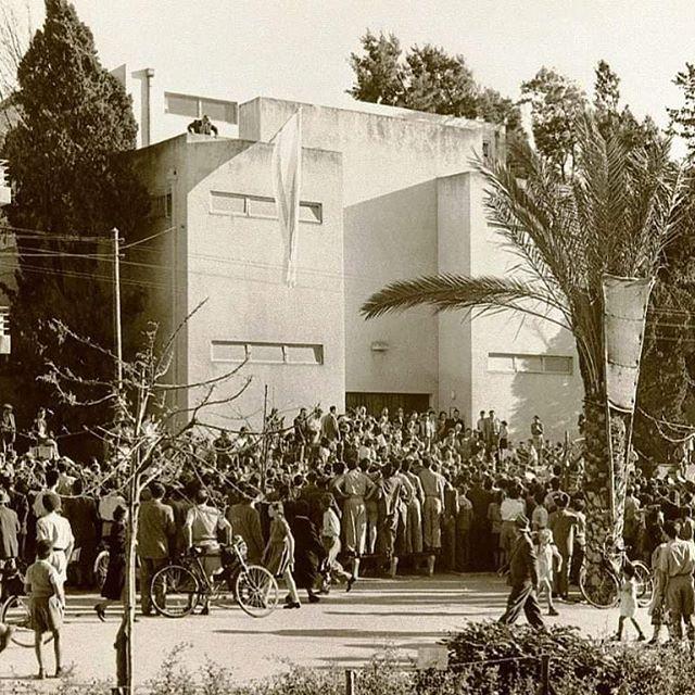 יום הבחירות לכנסת - חוזרים לתקופה הסוערת של הכנסת בתל אביב. כמו תל אביבית אמיתית, הכנסת עברה בין ארבע דירות שכורות לפני שעלתה לירושלים. לינק בביו
