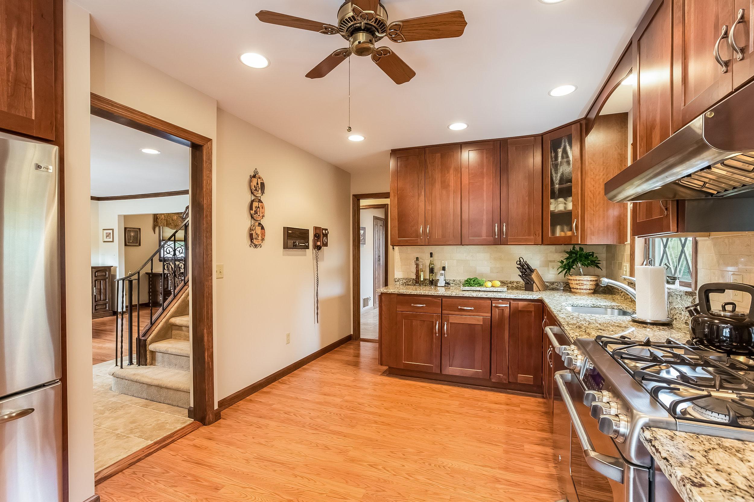 020-Kitchen-4932640-large.jpg