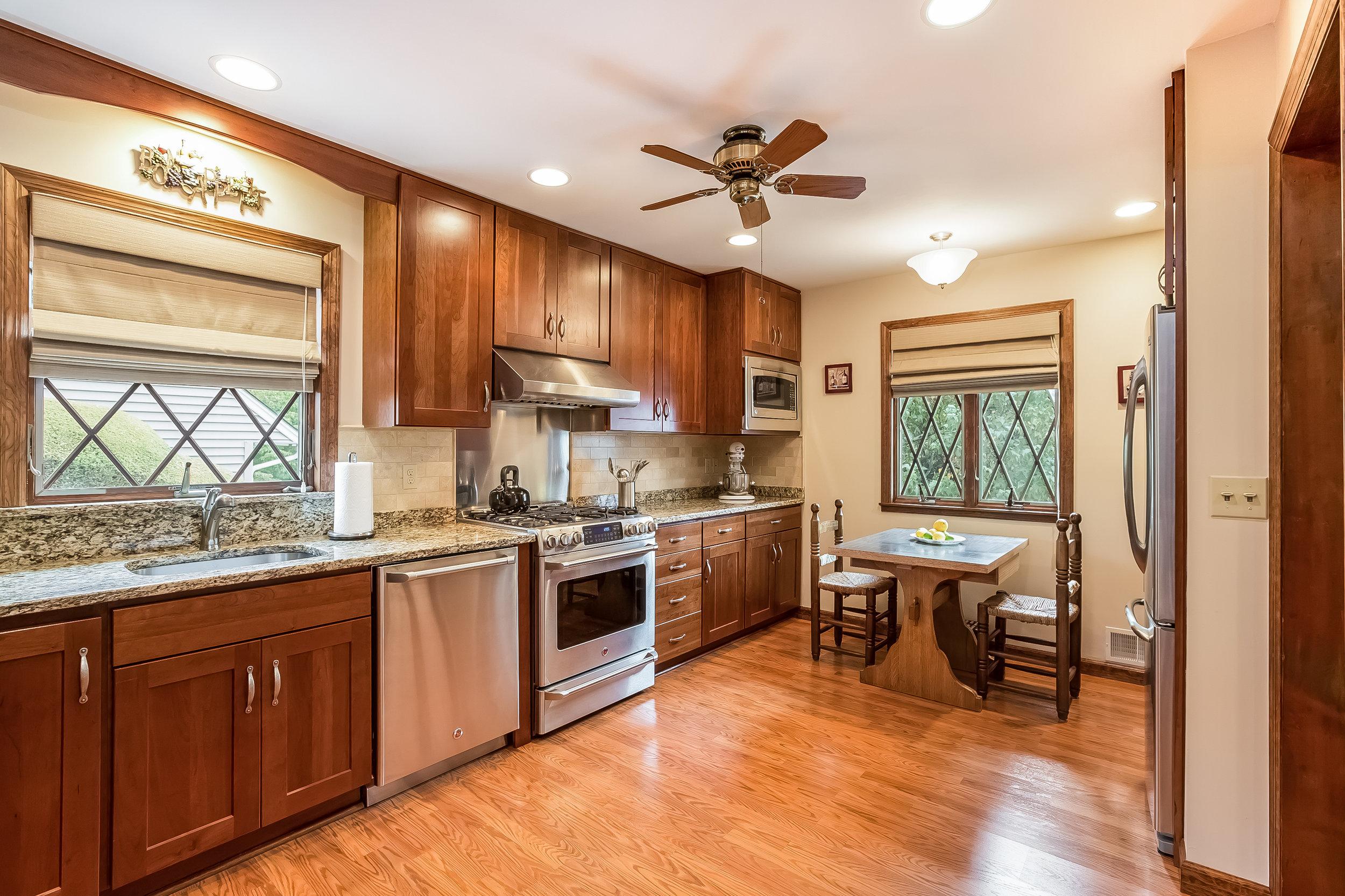 021-Kitchen-4932676-large.jpg