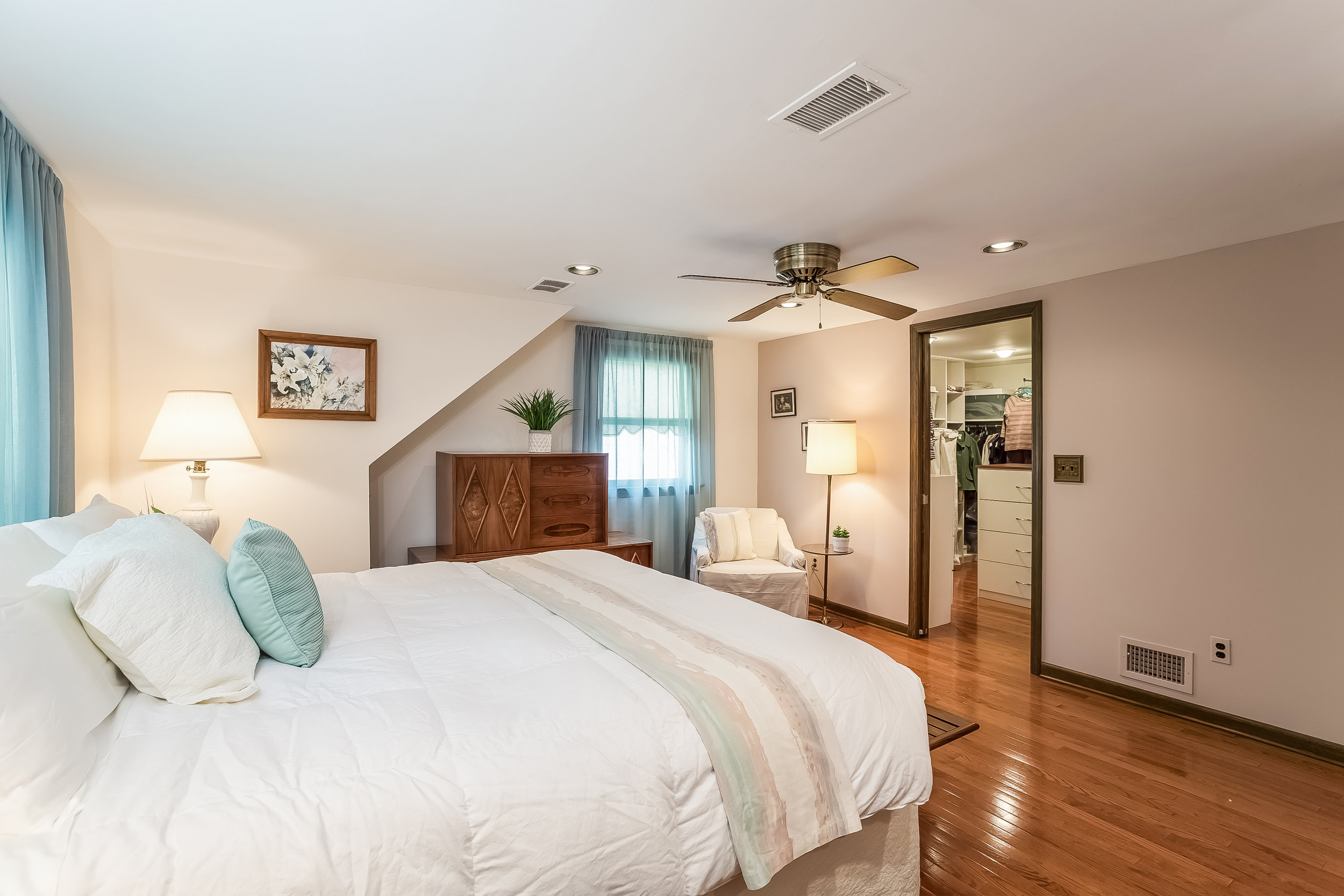 040-Master_Bedroom-4933075-large.jpg