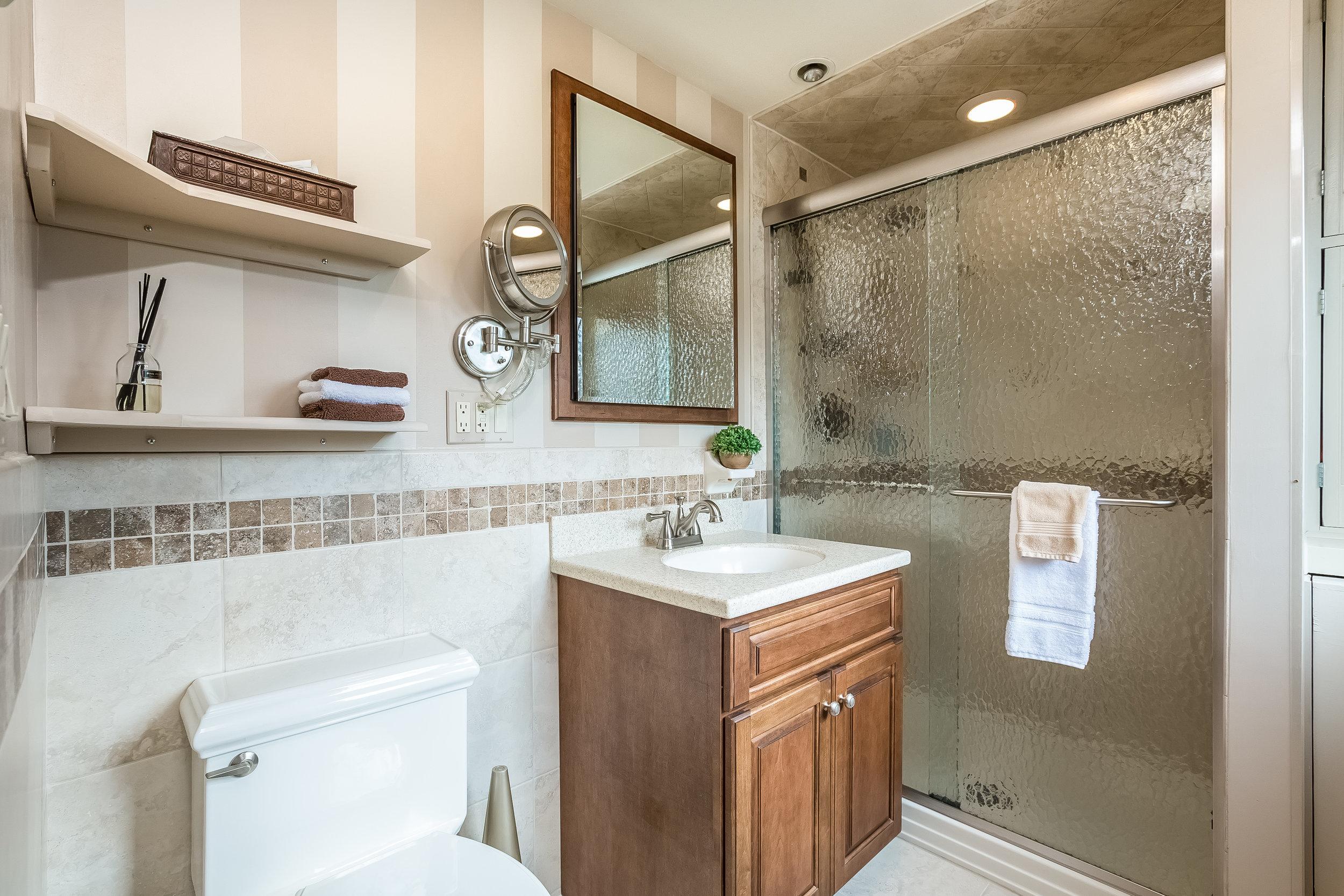 042-Master_Bathroom-4932686-large.jpg