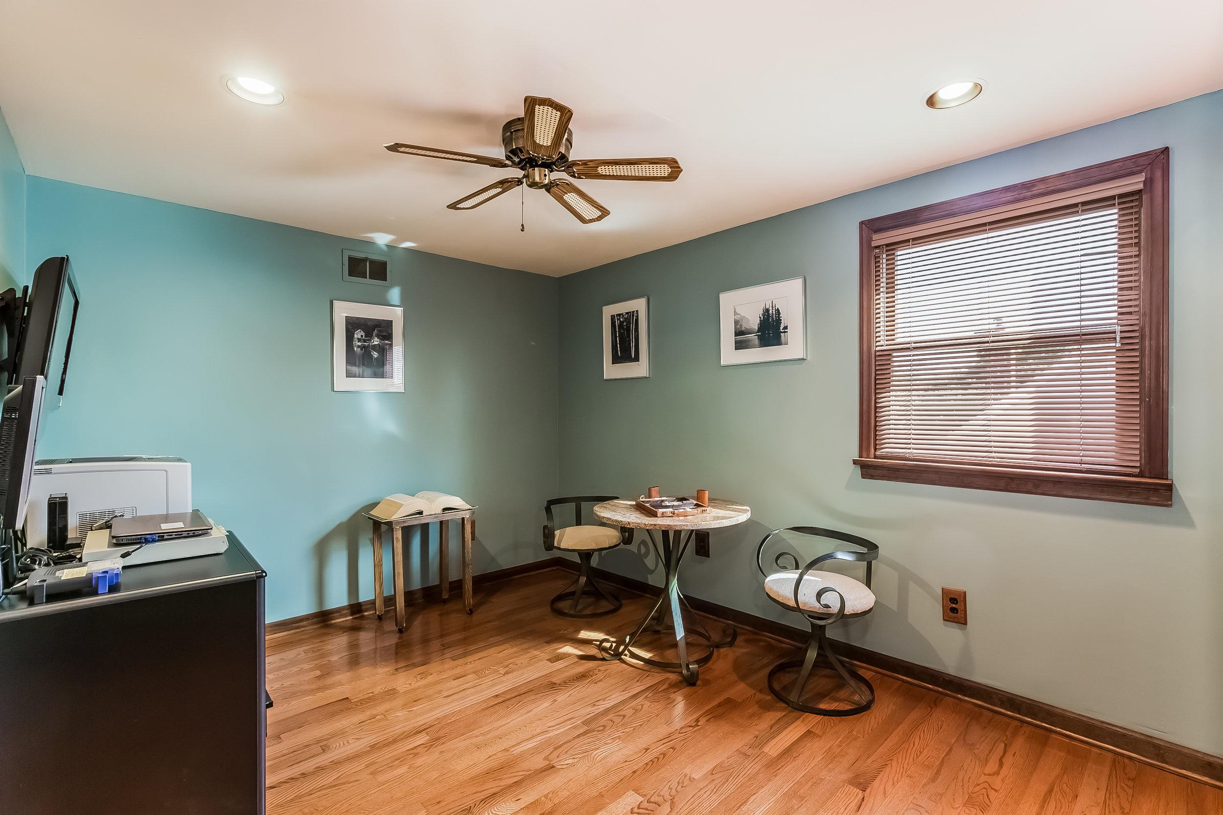 049-Bedroom-4932687-large.jpg