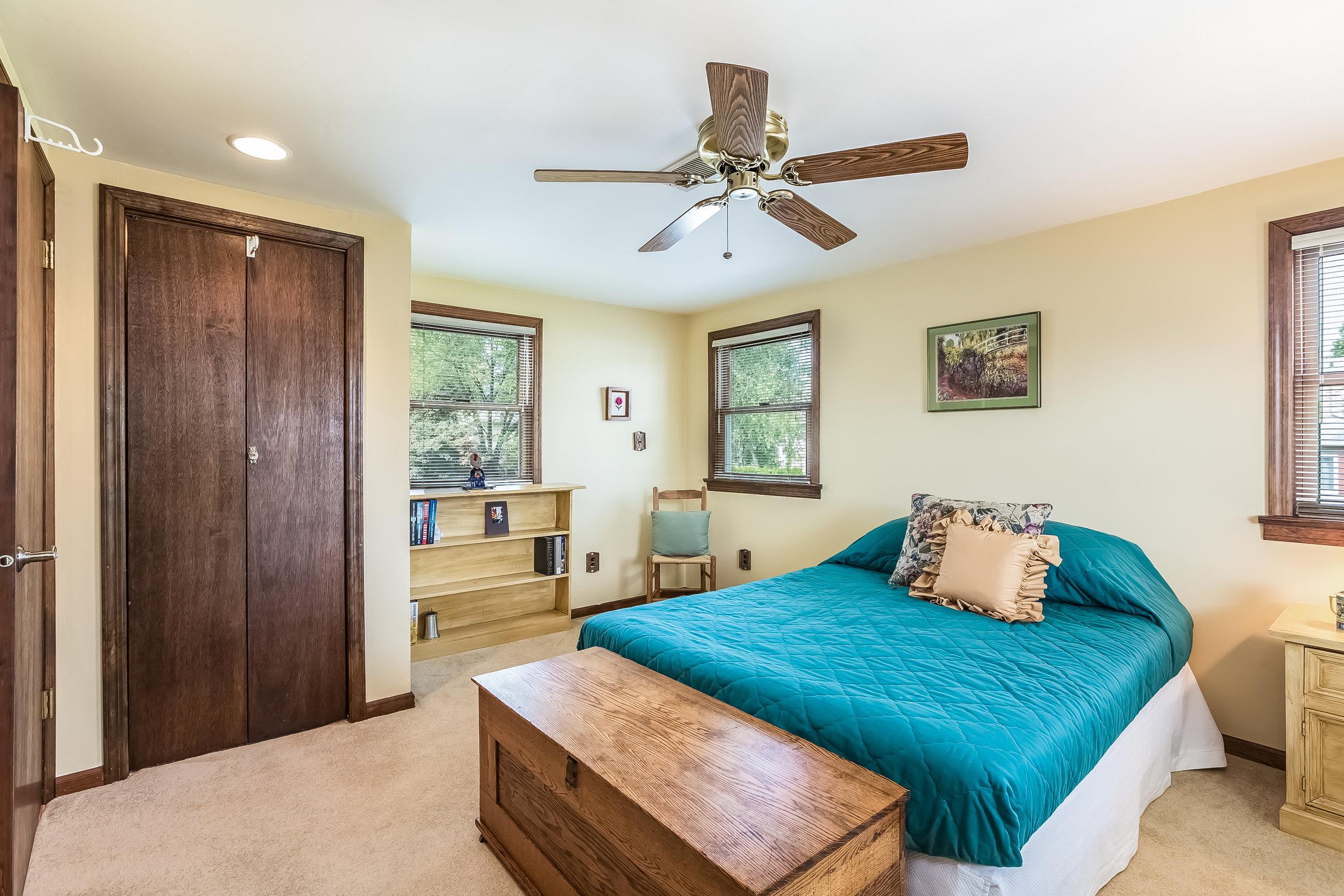 050-Bedroom-4932698-large.jpg