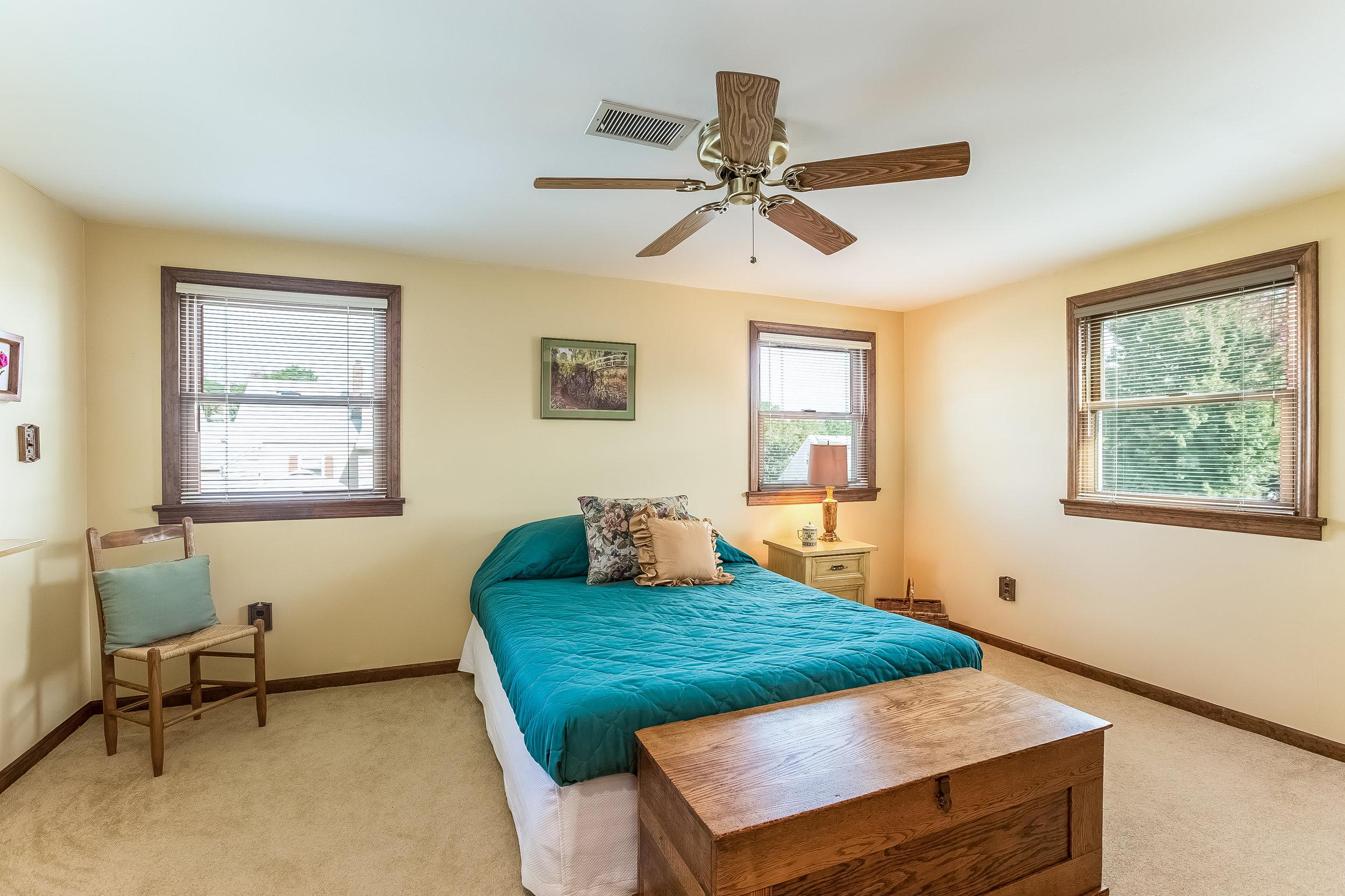 052-Bedroom-4932691-large.jpg