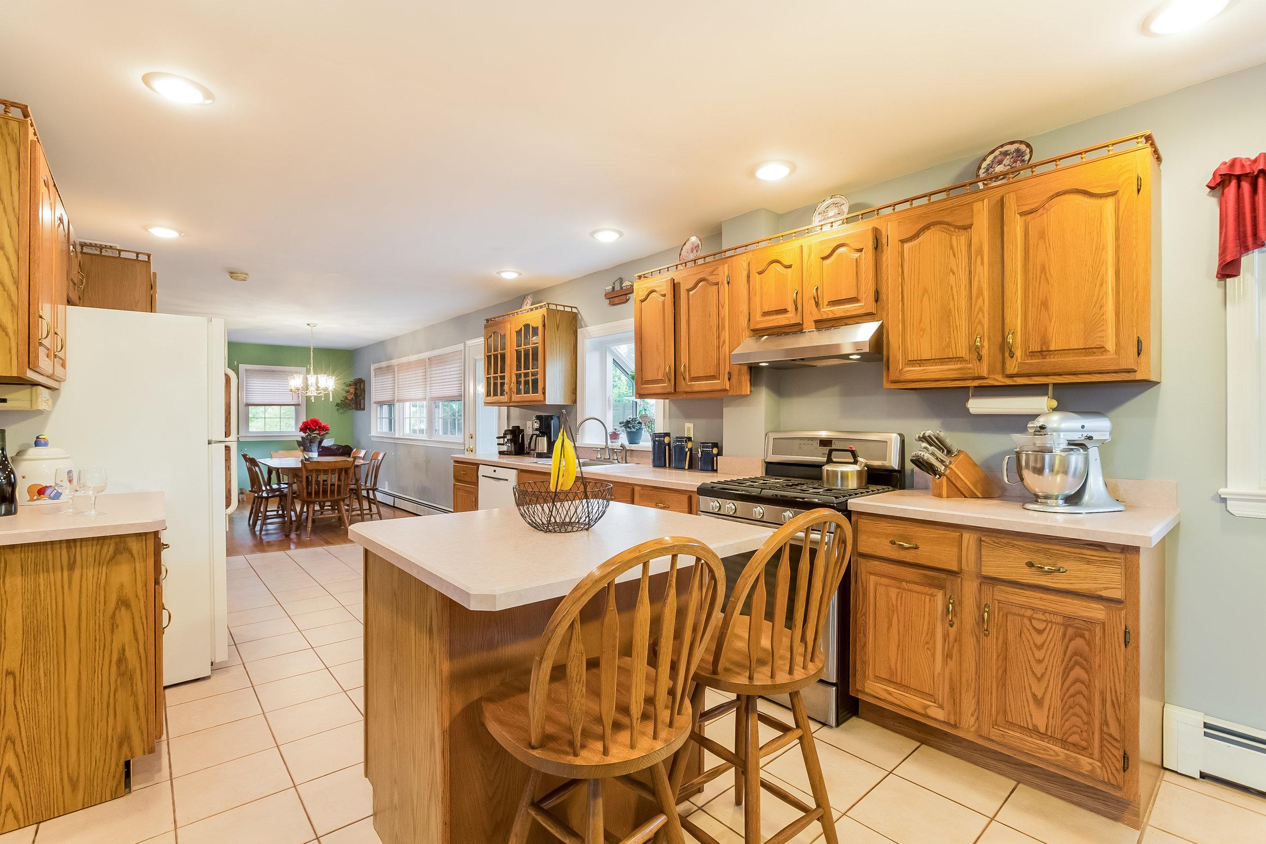 019-Kitchen-5002147-large.jpg