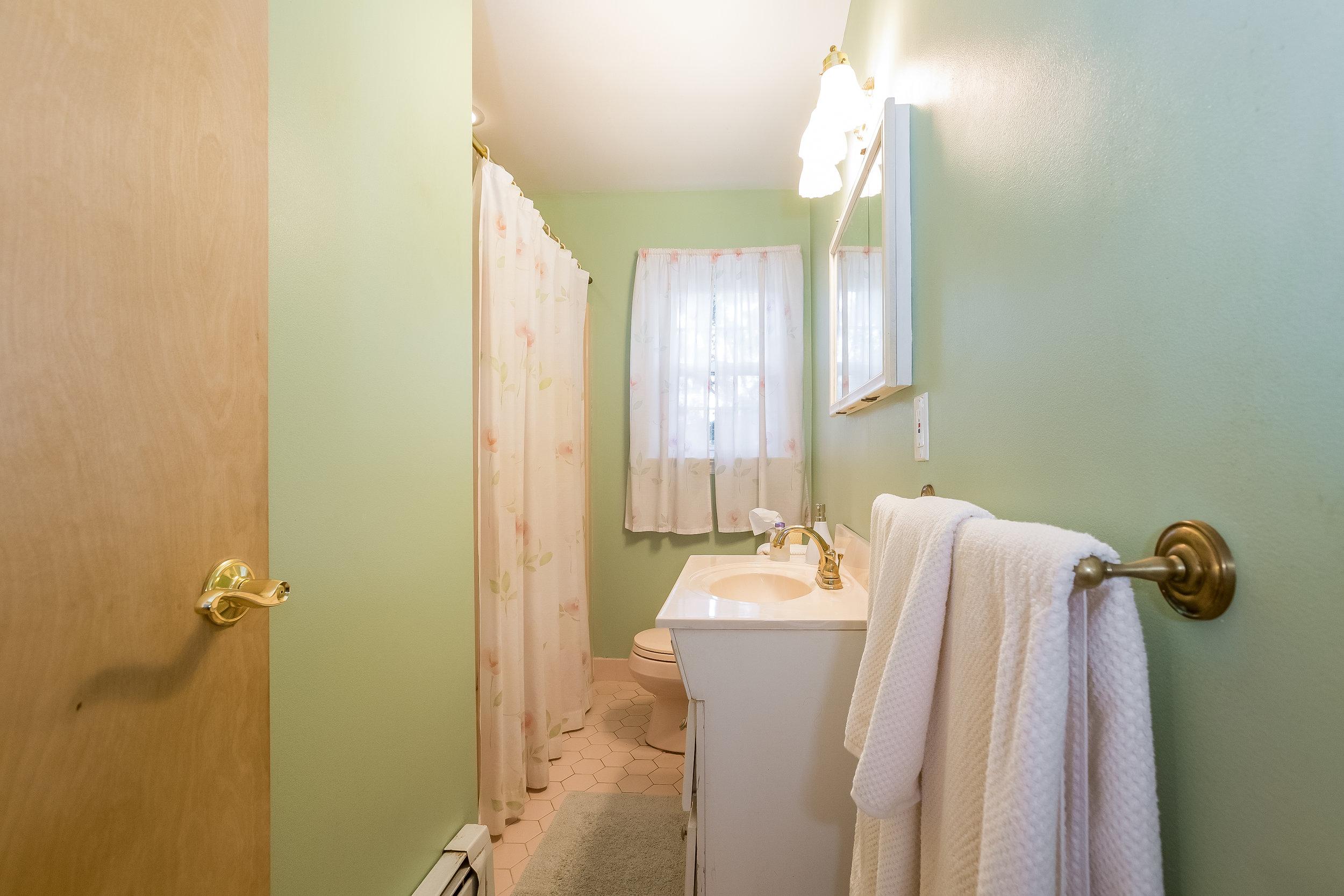 025-Bathroom-5002149-large.jpg