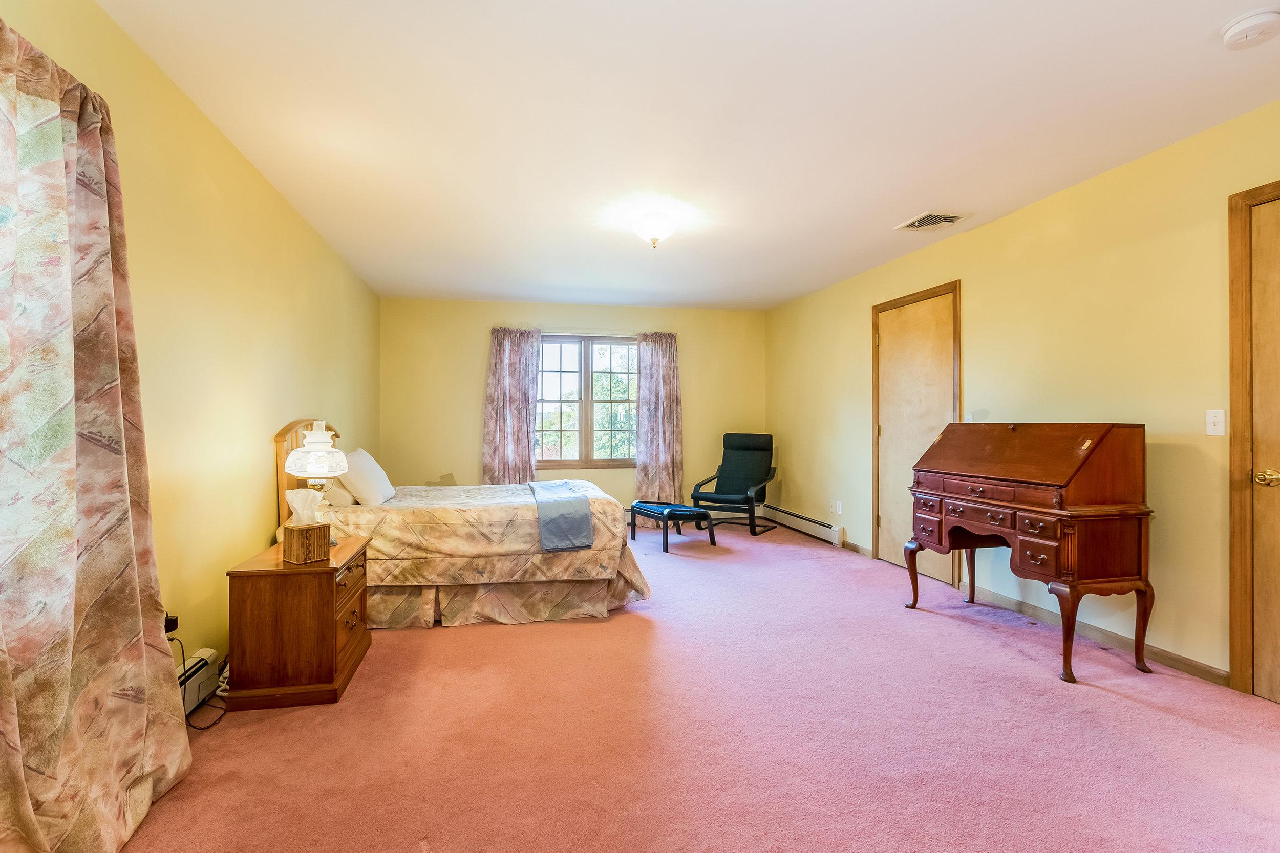 026-Master_Bedroom-5002163-large.jpg
