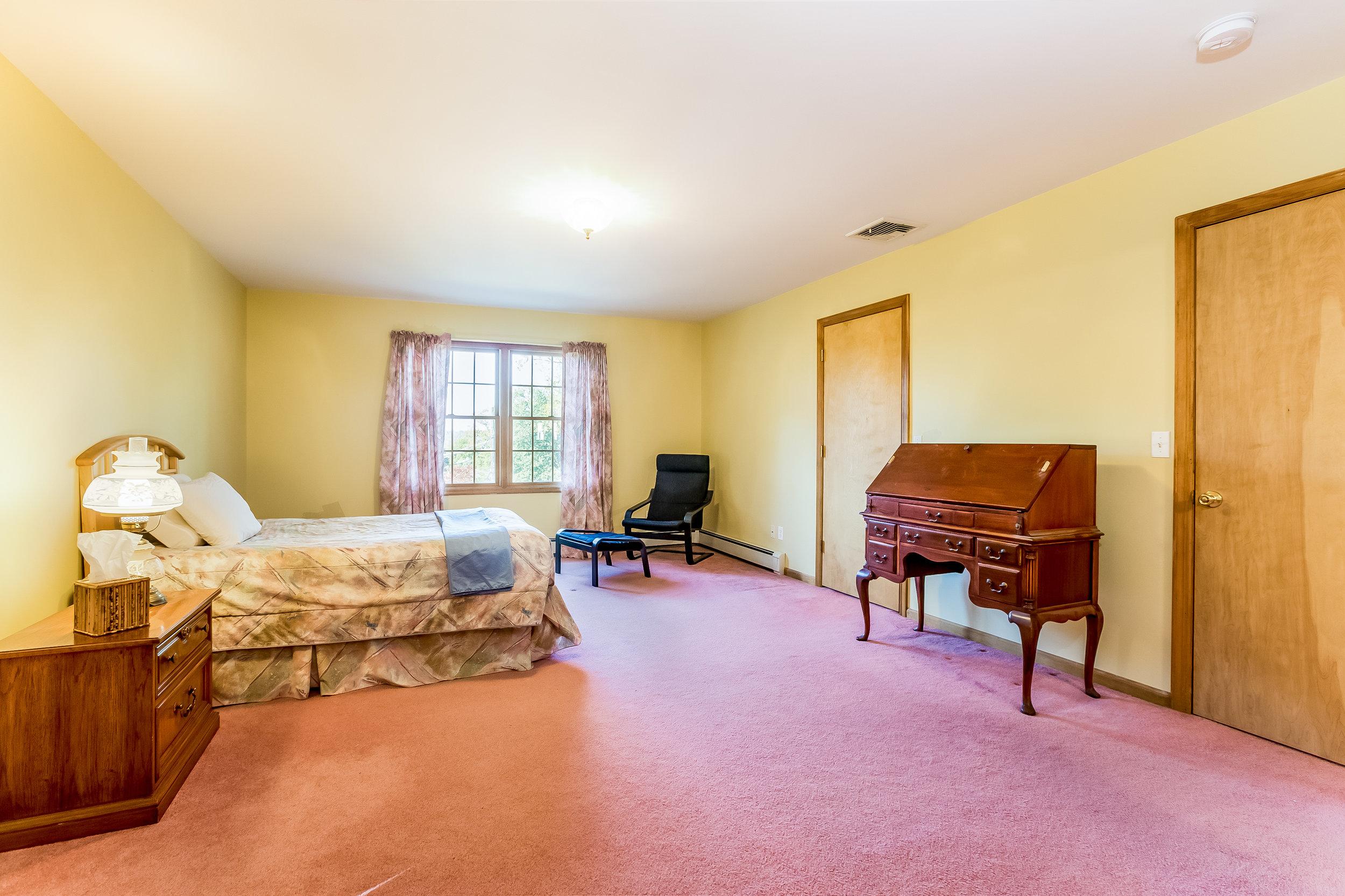 027-Master_Bedroom-5002166-large.jpg