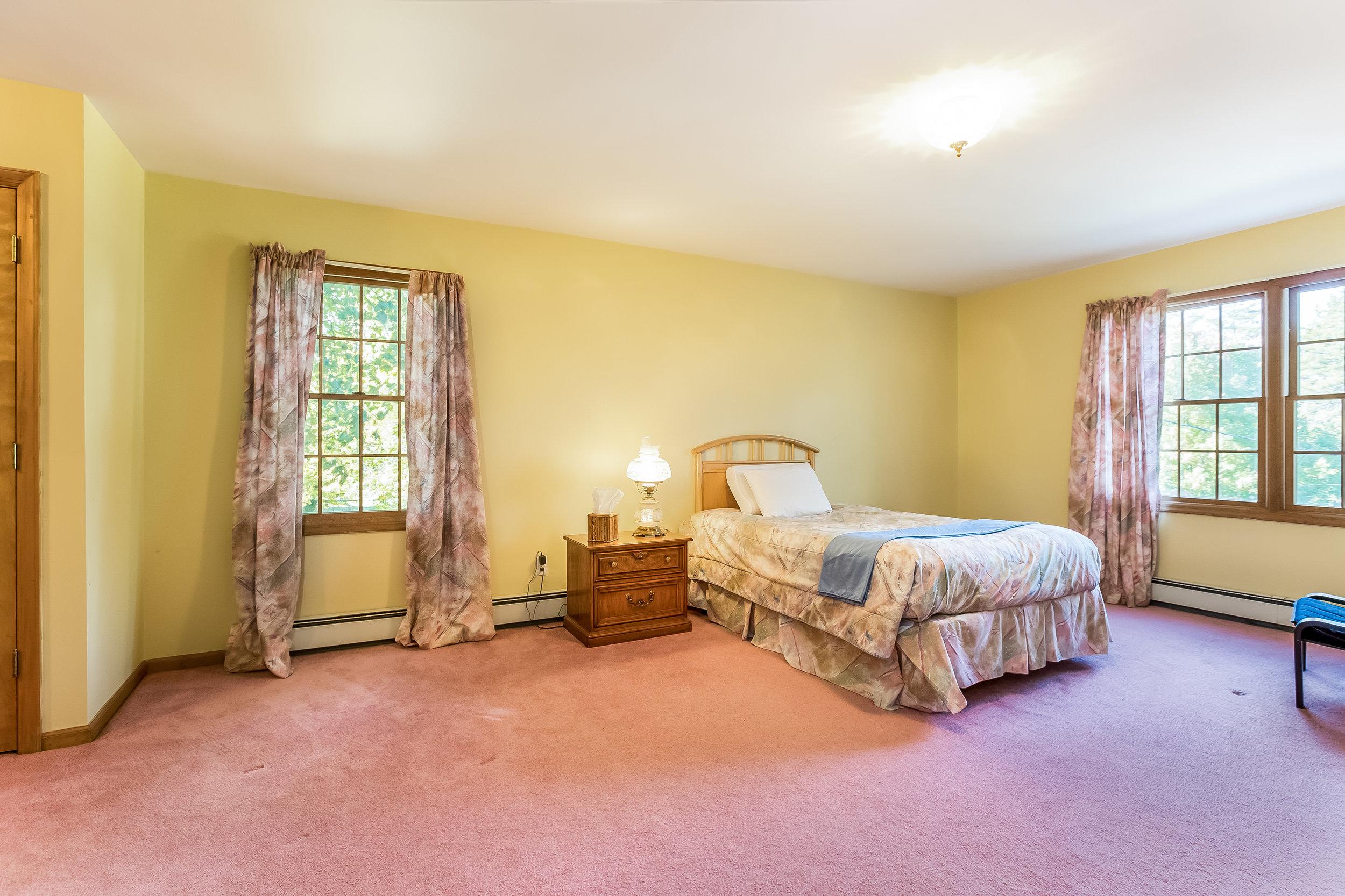 028-Master_Bedroom-5002168-large.jpg