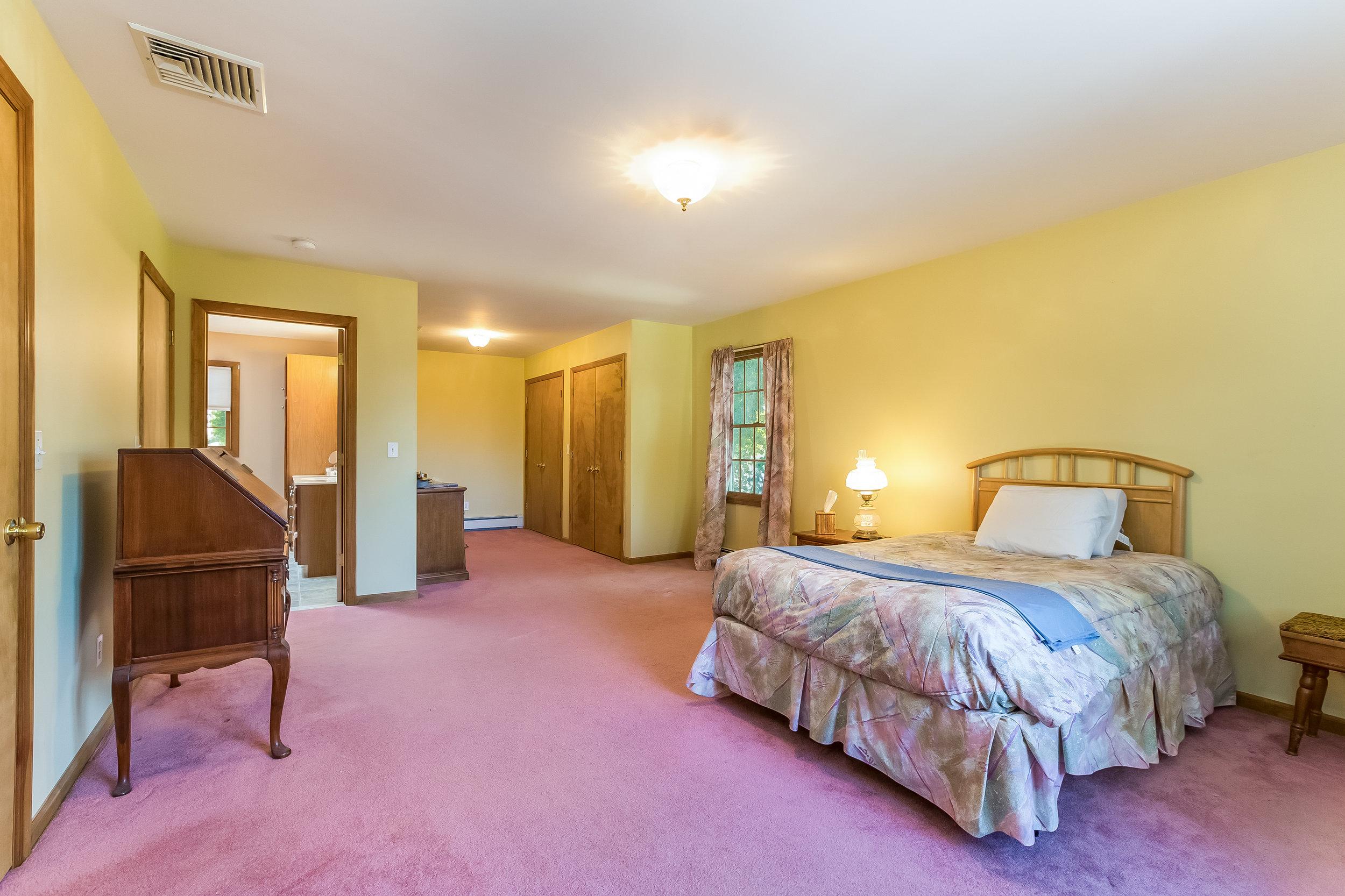 030-Master_Bedroom-5002167-large.jpg
