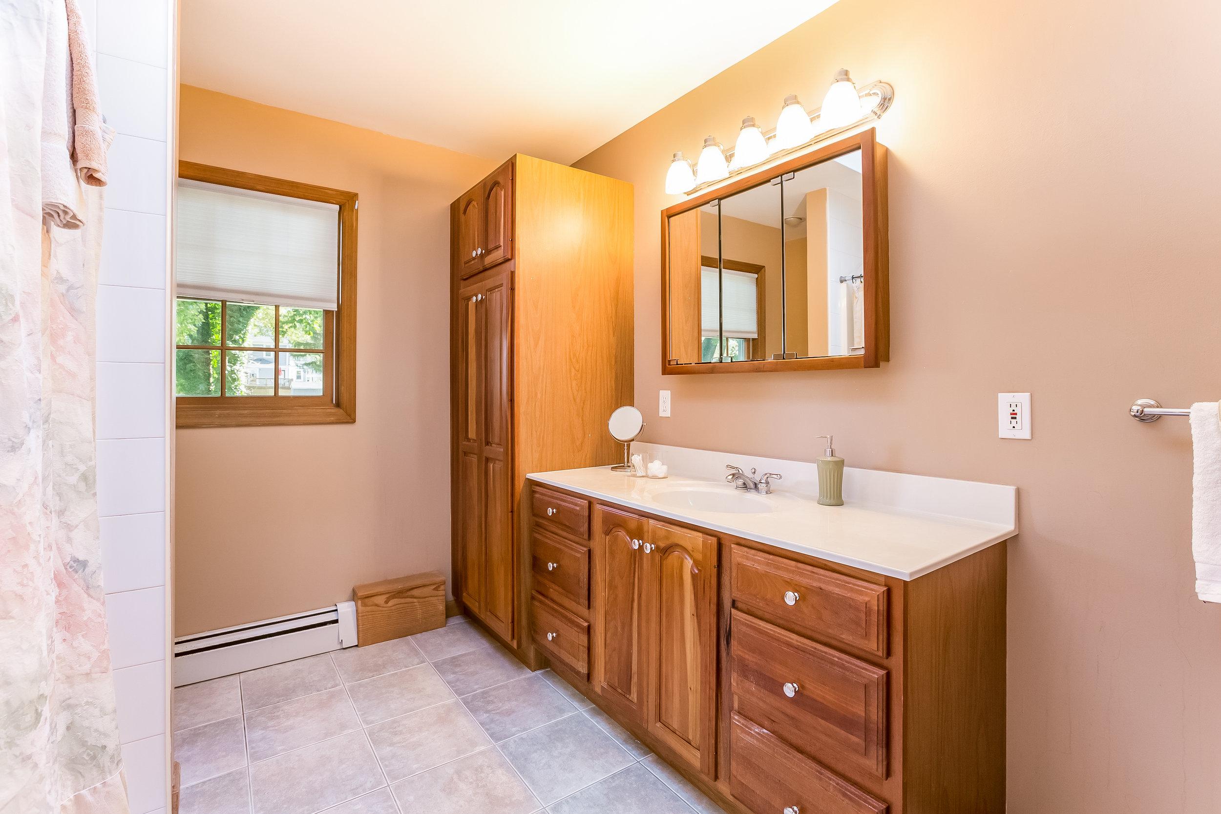 031-Master_Bathroom-5002162-large.jpg