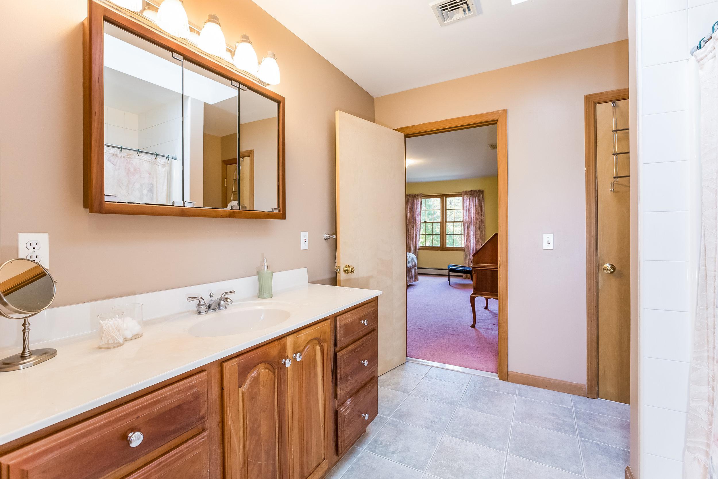 033-Master_Bathroom-5002160-large.jpg