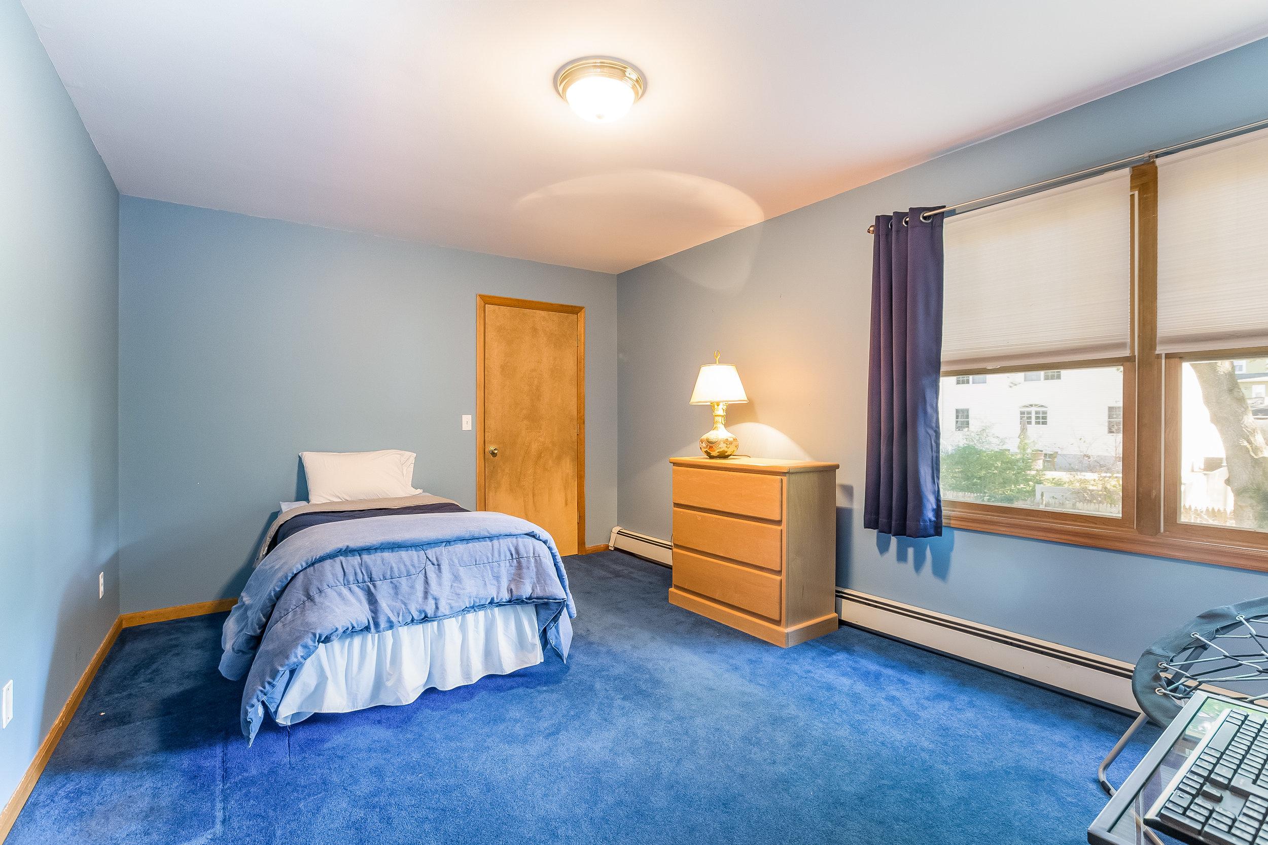 034-Bedroom-5002165-large.jpg