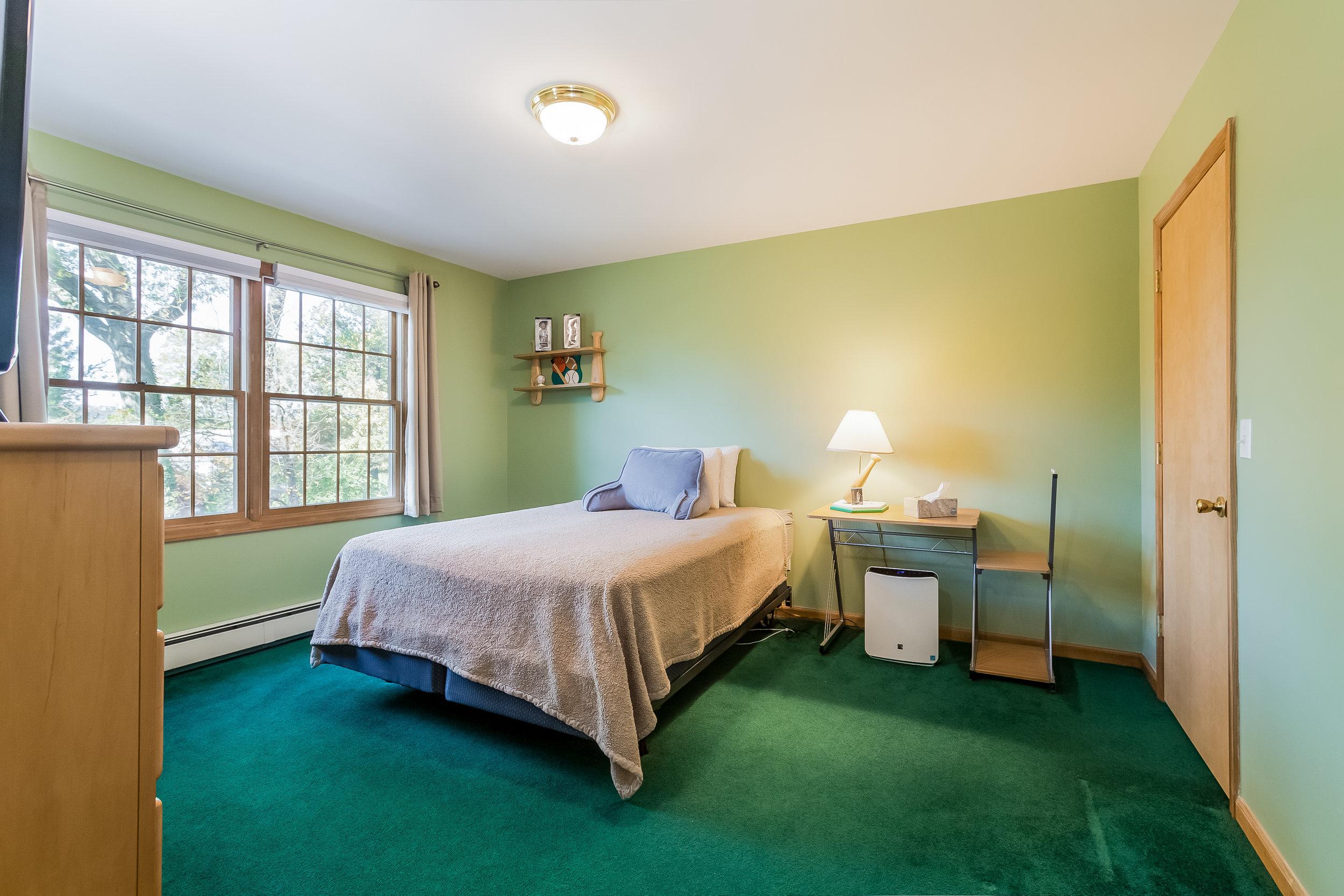037-Bedroom-5002170-large.jpg