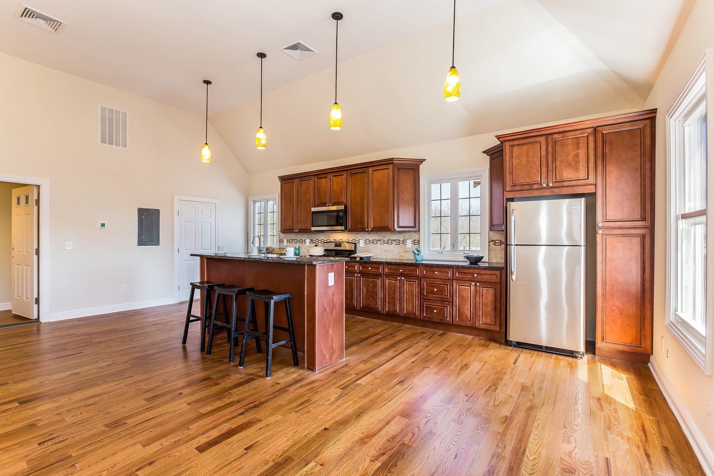 035-Kitchen-3992678-large.jpg