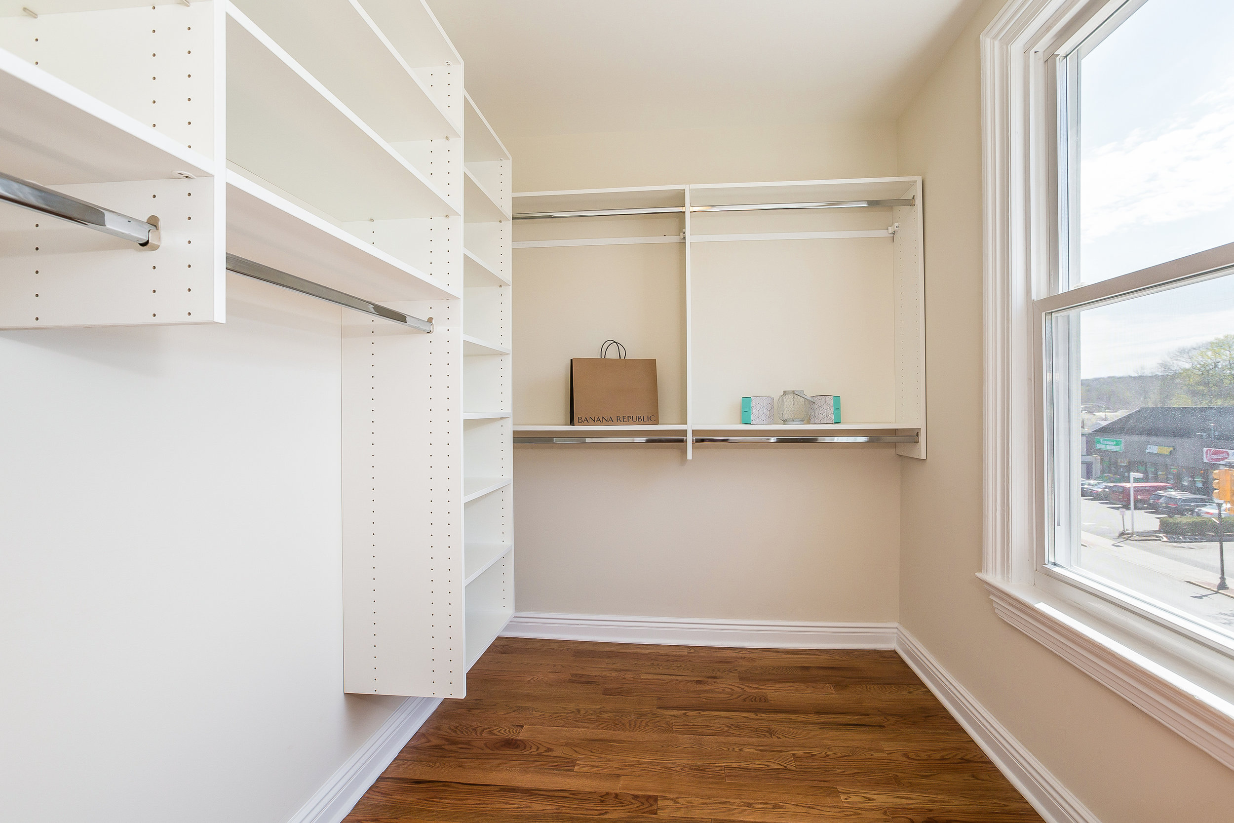 050-Walk_In_Closet-3992683-large.jpg