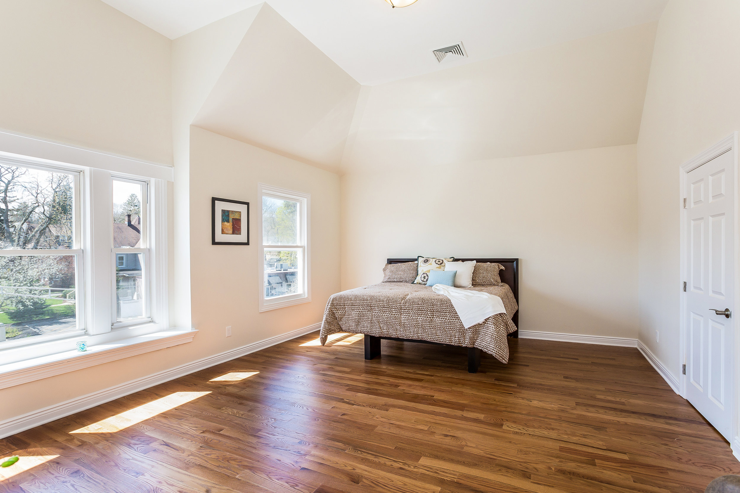 043-Master_Bedroom-3992661-large.jpg