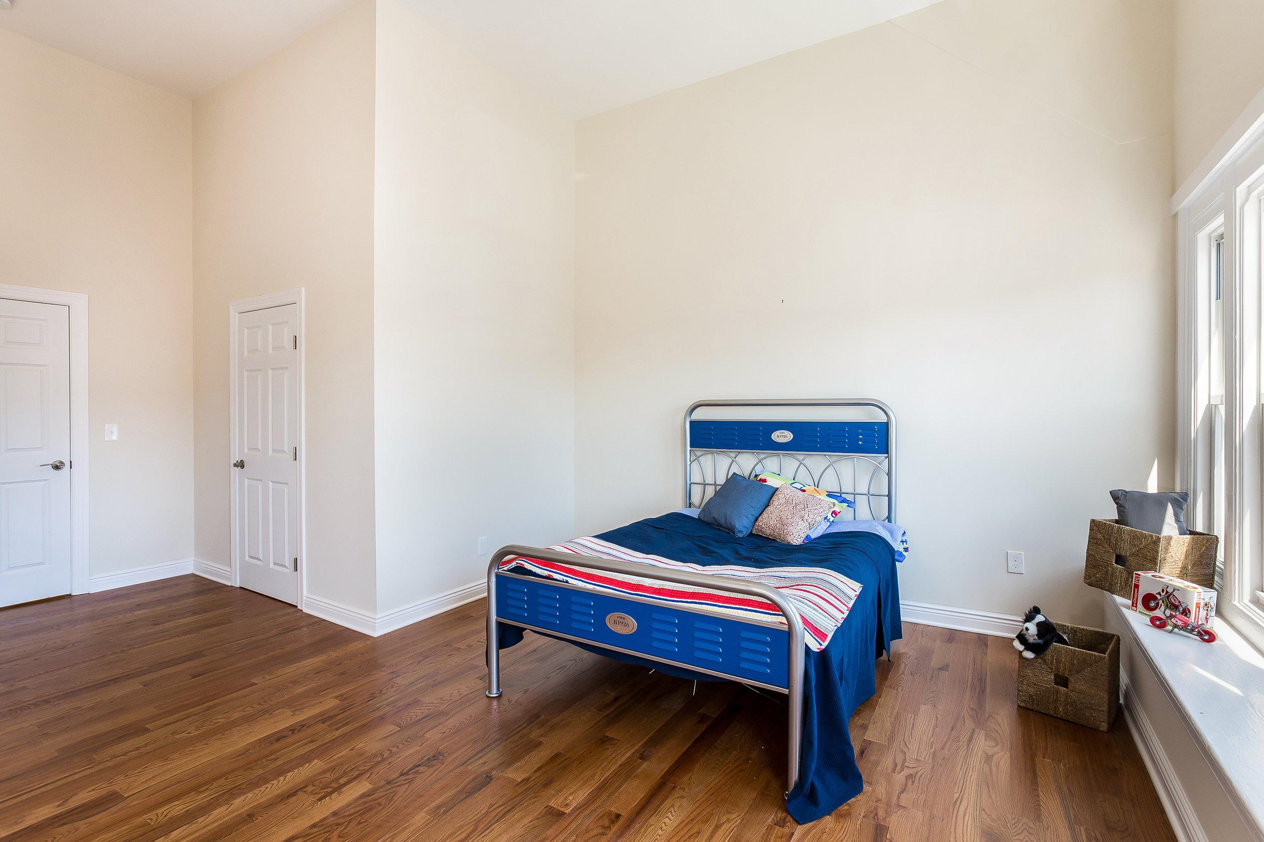 053-Bedroom-3992687-large.jpg