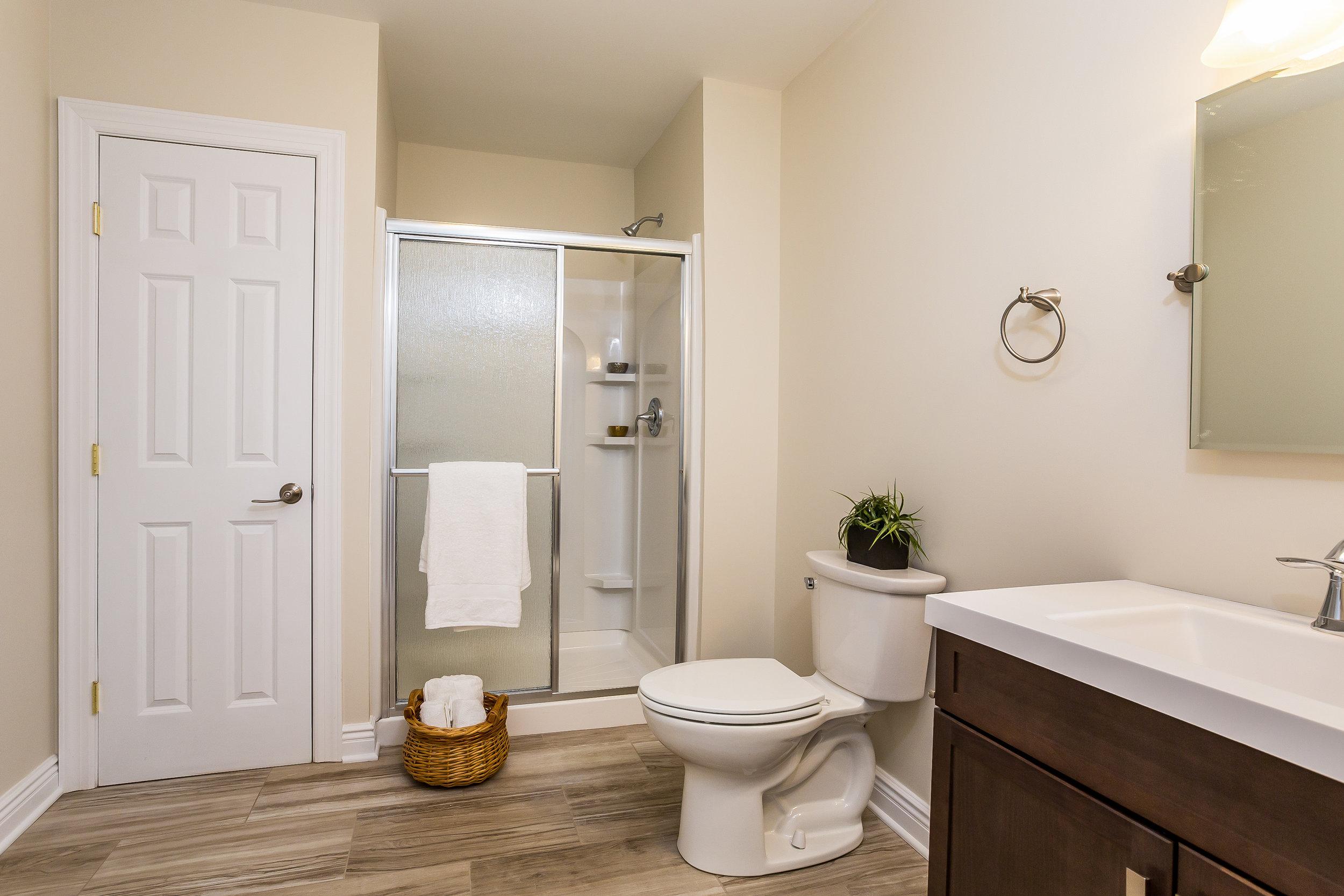 047-Master_Bathroom-3992690-large.jpg