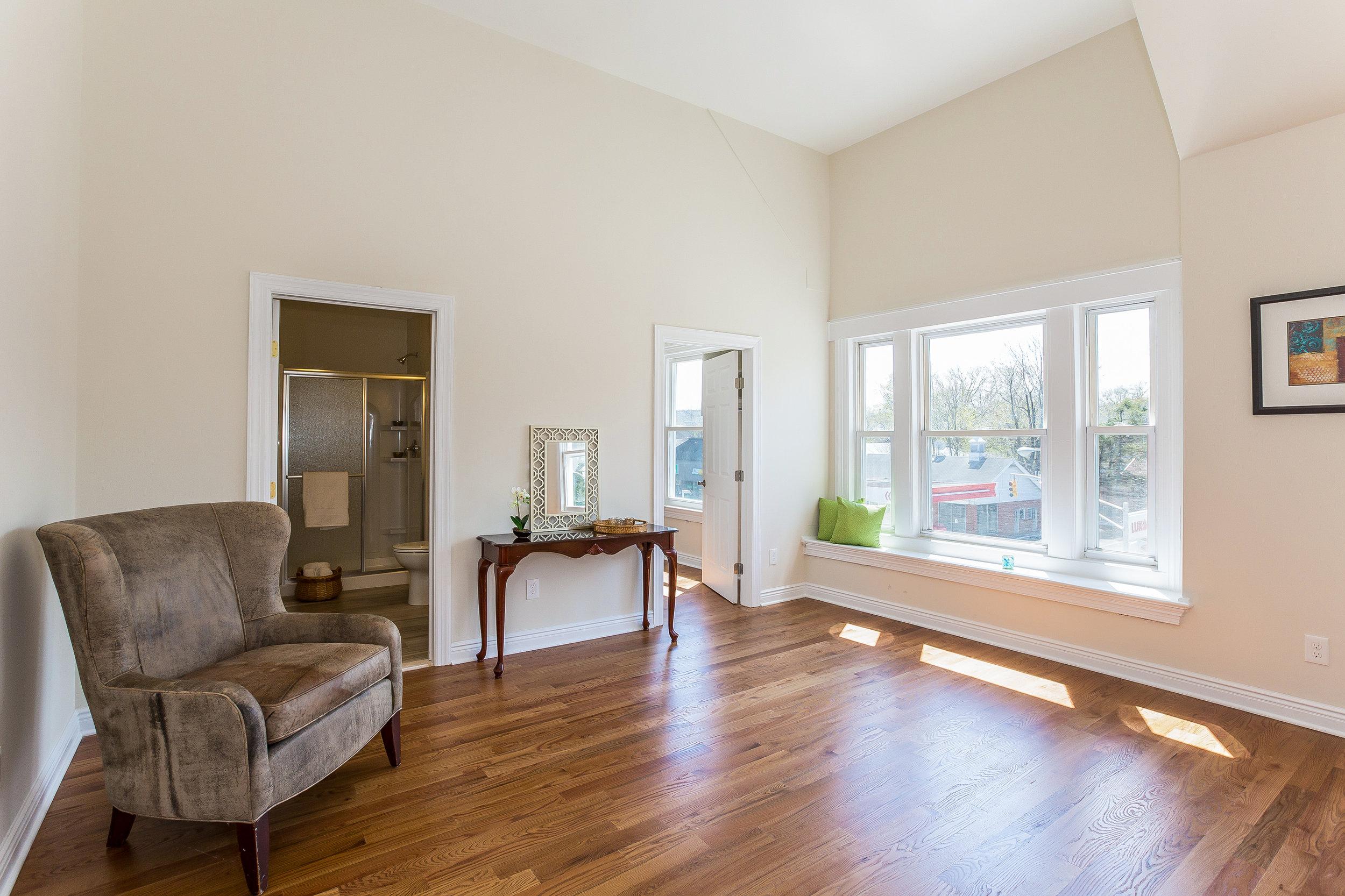 046-Master_Bedroom-3992656-large.jpg