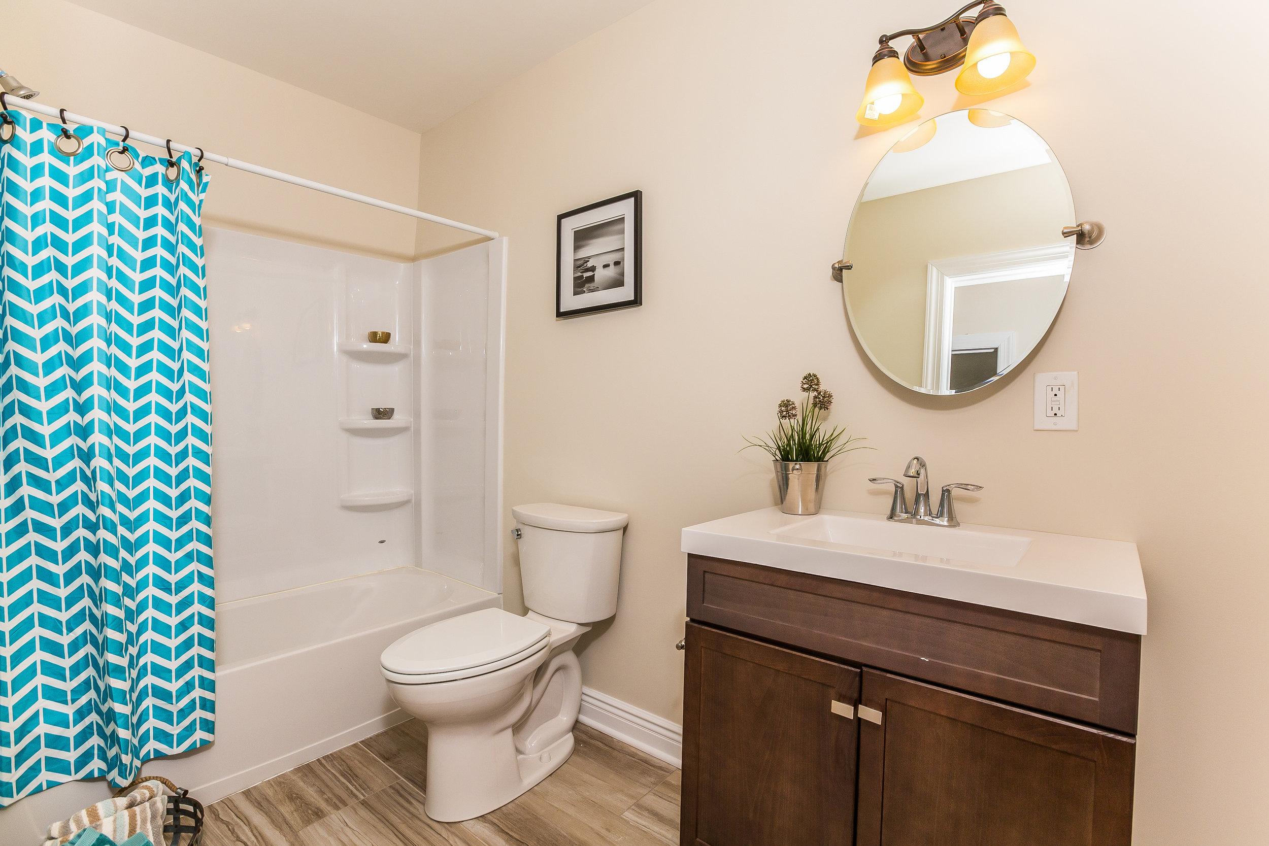 057-Bathroom-3992673-large.jpg