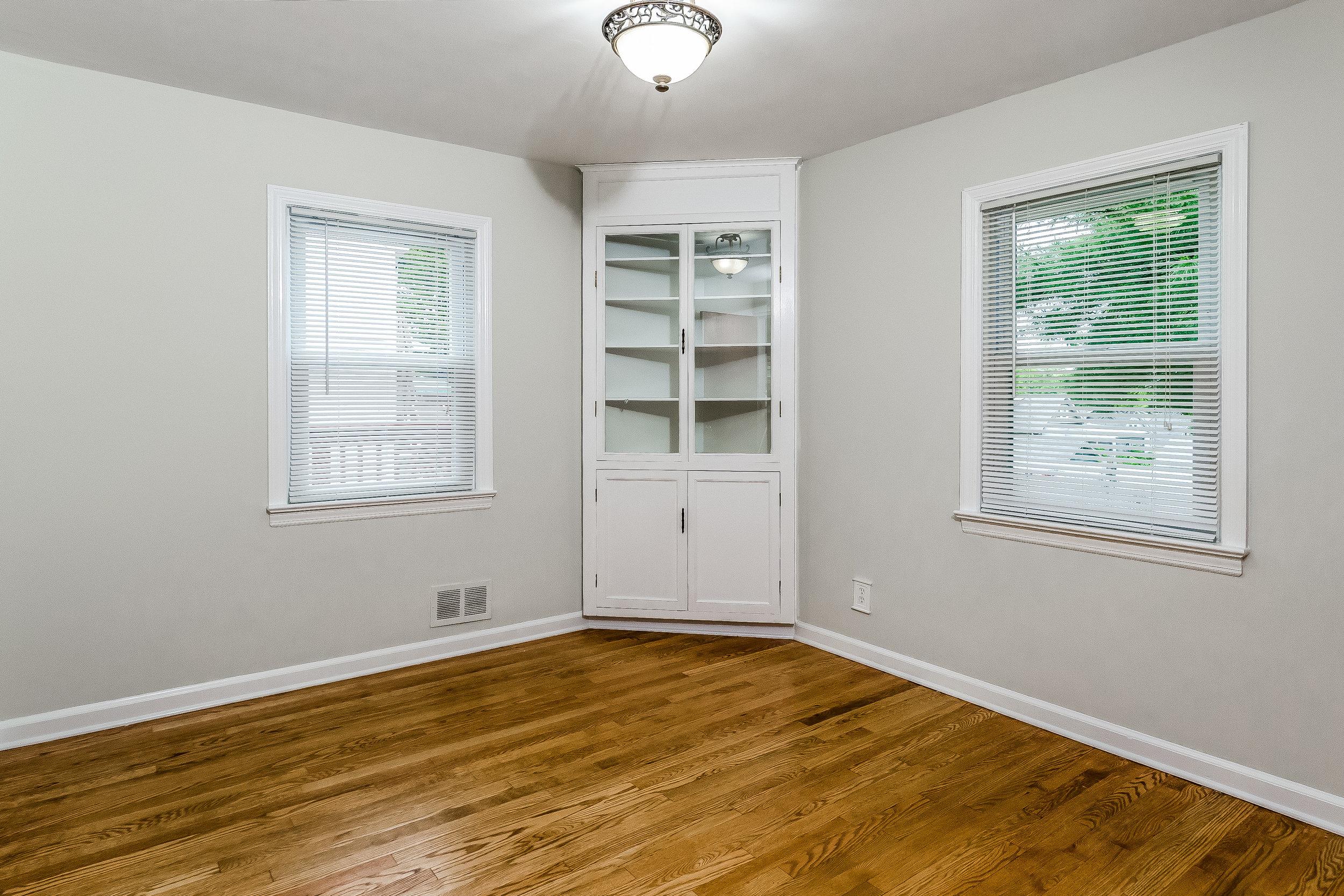 016-photo-bedroom-5786536.jpg