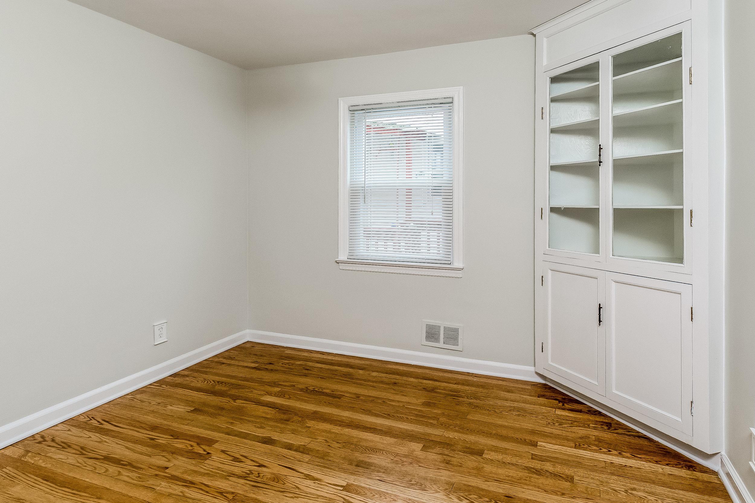 017-photo-bedroom-5786537.jpg