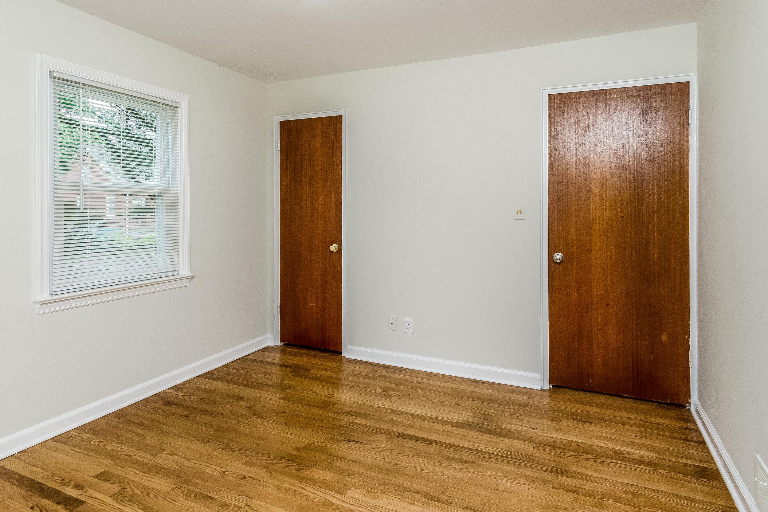 018-photo-bedroom-5786540.jpg