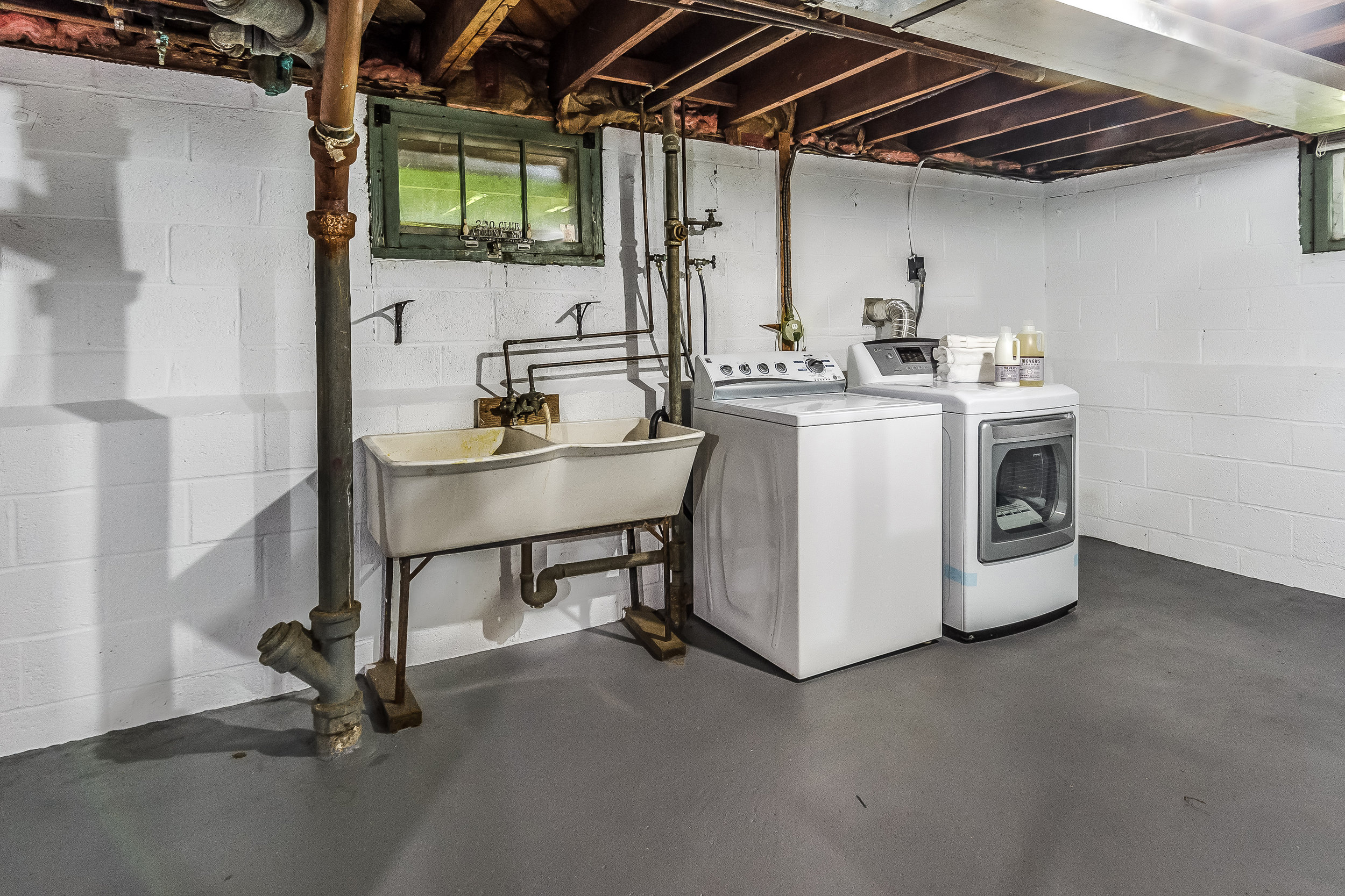 034-photo-unfinished-basement-5787034.jpg