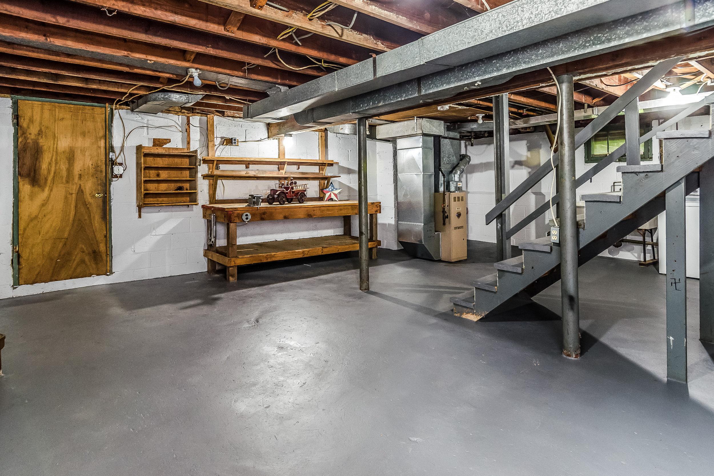 035-photo-unfinished-basement-5787032.jpg