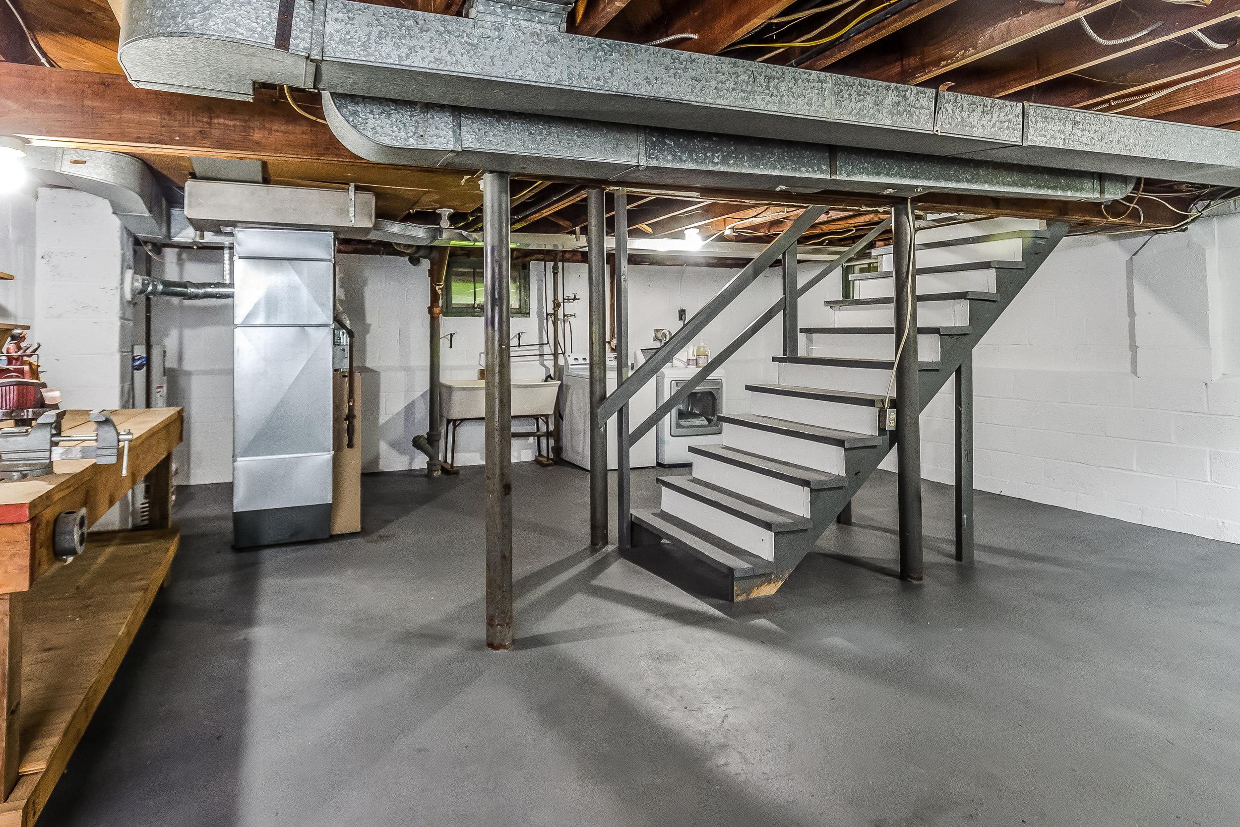 036-photo-unfinished-basement-5786571.jpg