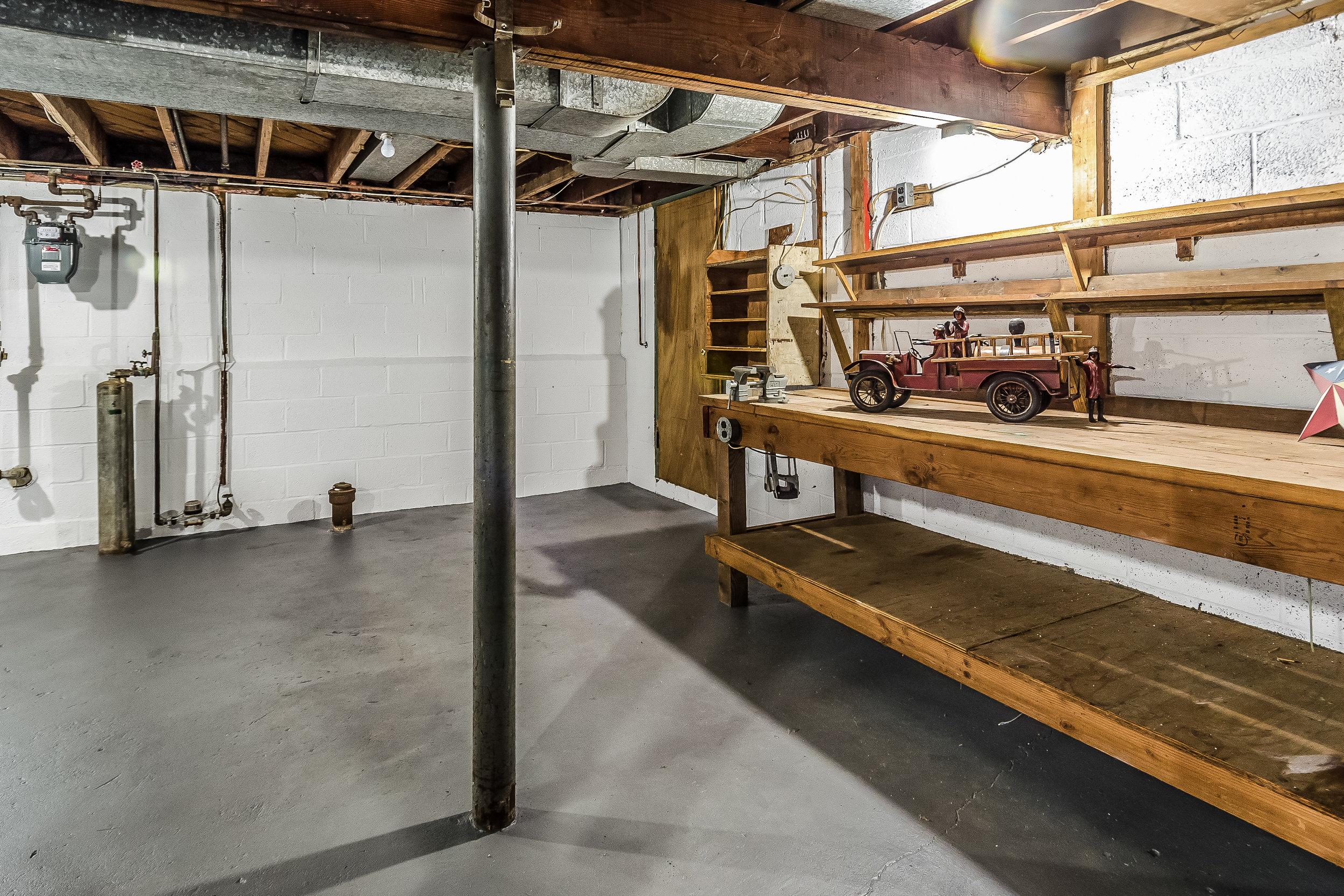 037-photo-unfinished-basement-5786579.jpg