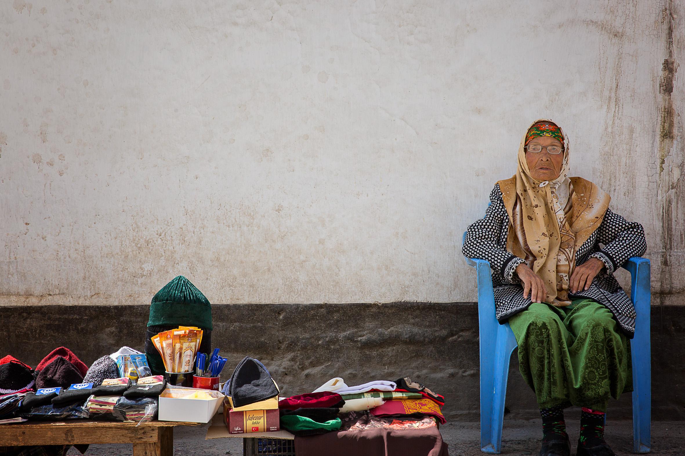 Mosque sales lady, Dushanbe/Tajikistan, April 2016