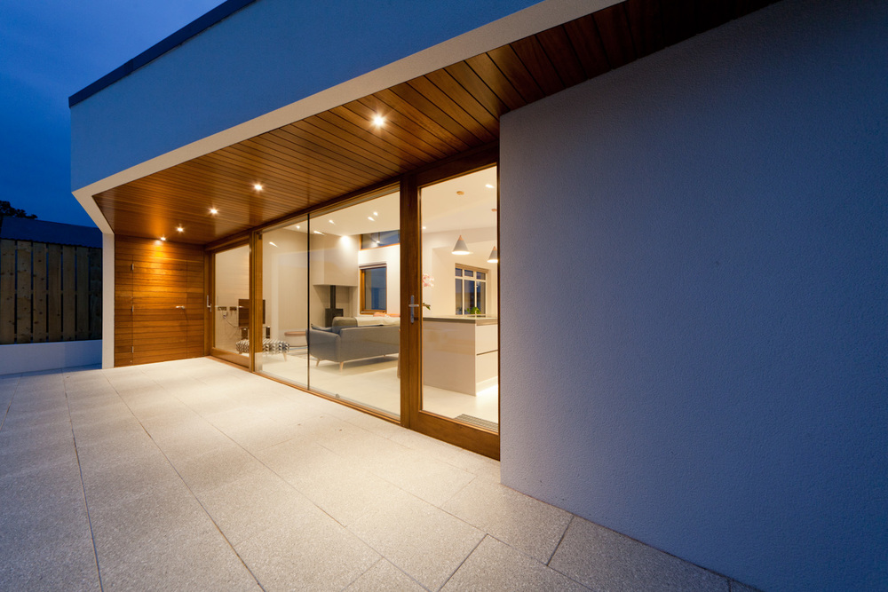 Portballintrea Extension - cantilevered timber canopy, open plan living