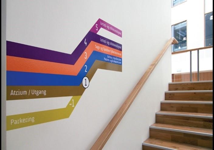 """Foto: Ralston & Bau Følg den oransje fargen opp til 3. etg. så til venstre, til du ser ein """"rollup"""" med Karriere Sogn og Fjordane!"""