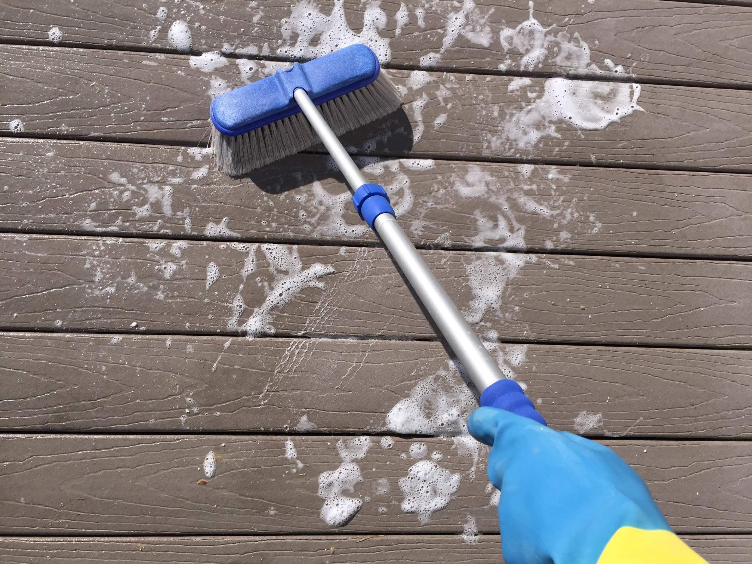deck cleaning oxygen bleach