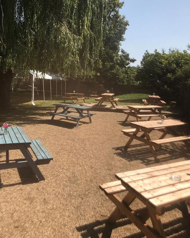 what better way to spend the hottest day of the year than in a pub garden🍻 were open until 3 then back open at 5🌞