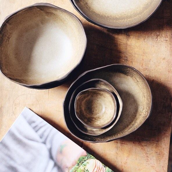 Nuevas creaciones 🍂 - Estoy haciendo cambios en mi web y shop online. Pronto subiré muchas cosas nuevas. Si estas en Barcelona y quieres comprar piezas, escríbeme a hola@nonabruna.com así concertamos día para recibirte en mi taller :) . . Gracias! Feliz comienzo de semana ❤️ . #ceramics #authentic #madeinbarcelona #plate #nonabruna