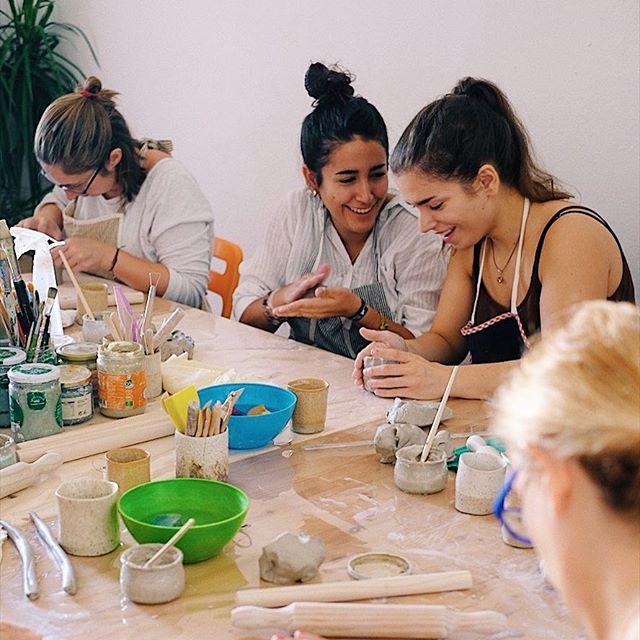 Hoy Jugamos con Barro, Próximas fechas: domingo 5/11 (quedan 2 plazas) y viernes 10/11 - 18.3h 👉🏻 www.nonabruna.com/workshop . . #workshopceramic #worshop #jugarconbarro #ceramics #clasesdeceramica #barcelona