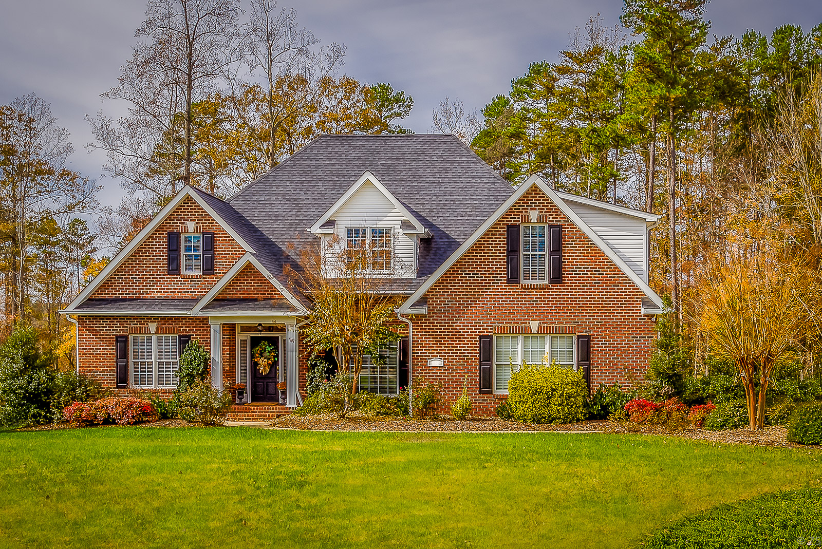 Brick House - This design is characterized by strong and robust architectural style. Brick homes feature either full brick walling or veneer brick work over timber framing. This is a classic American home.