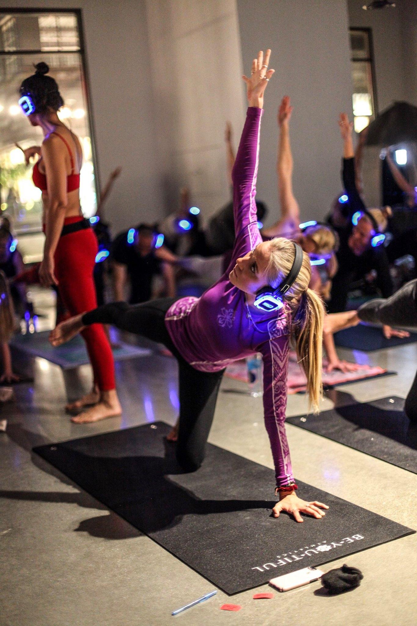 yoga-class-xanadu-pacific-city