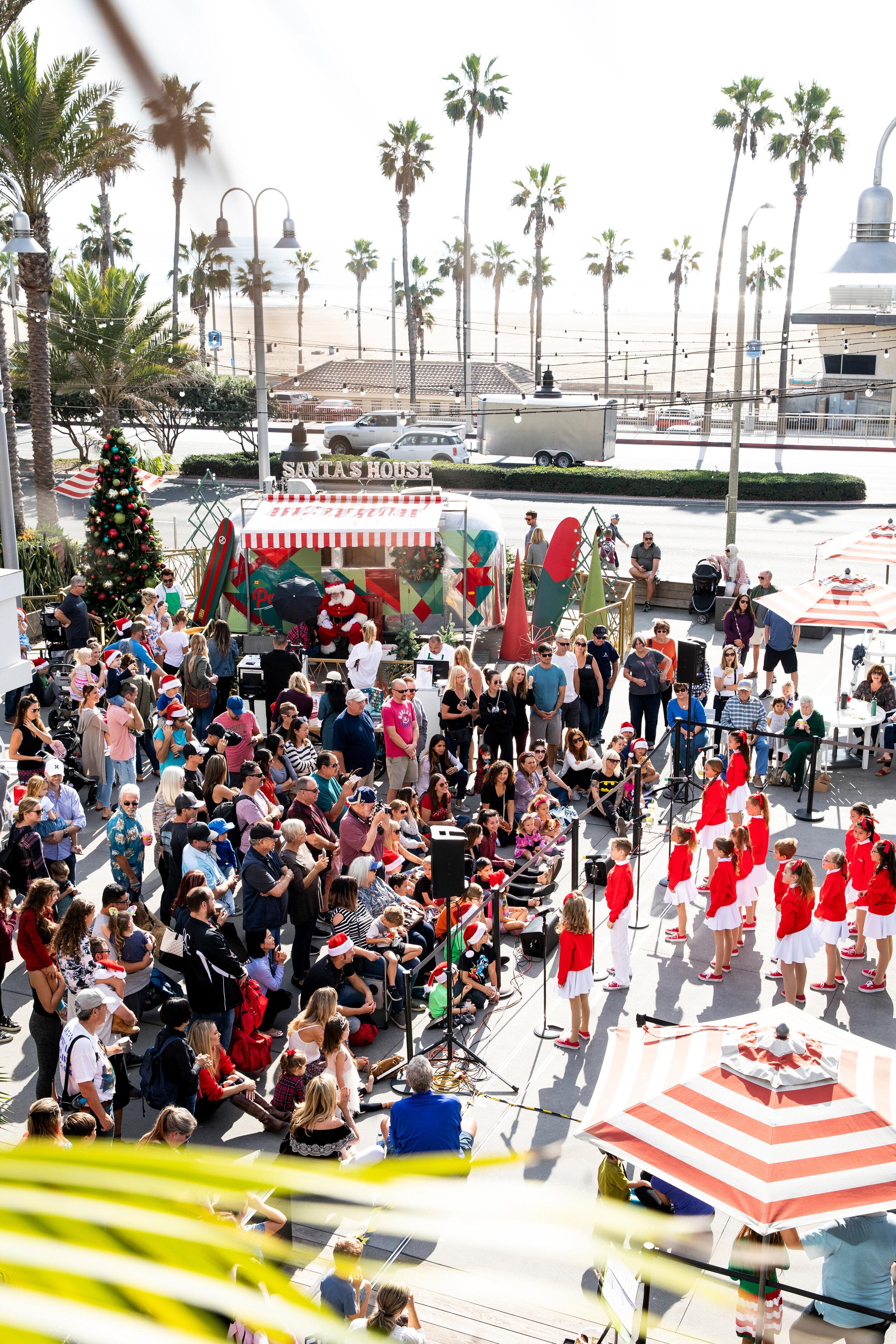 Pacific City_Holiday_Santa_photos_Huntington Beach.jpg