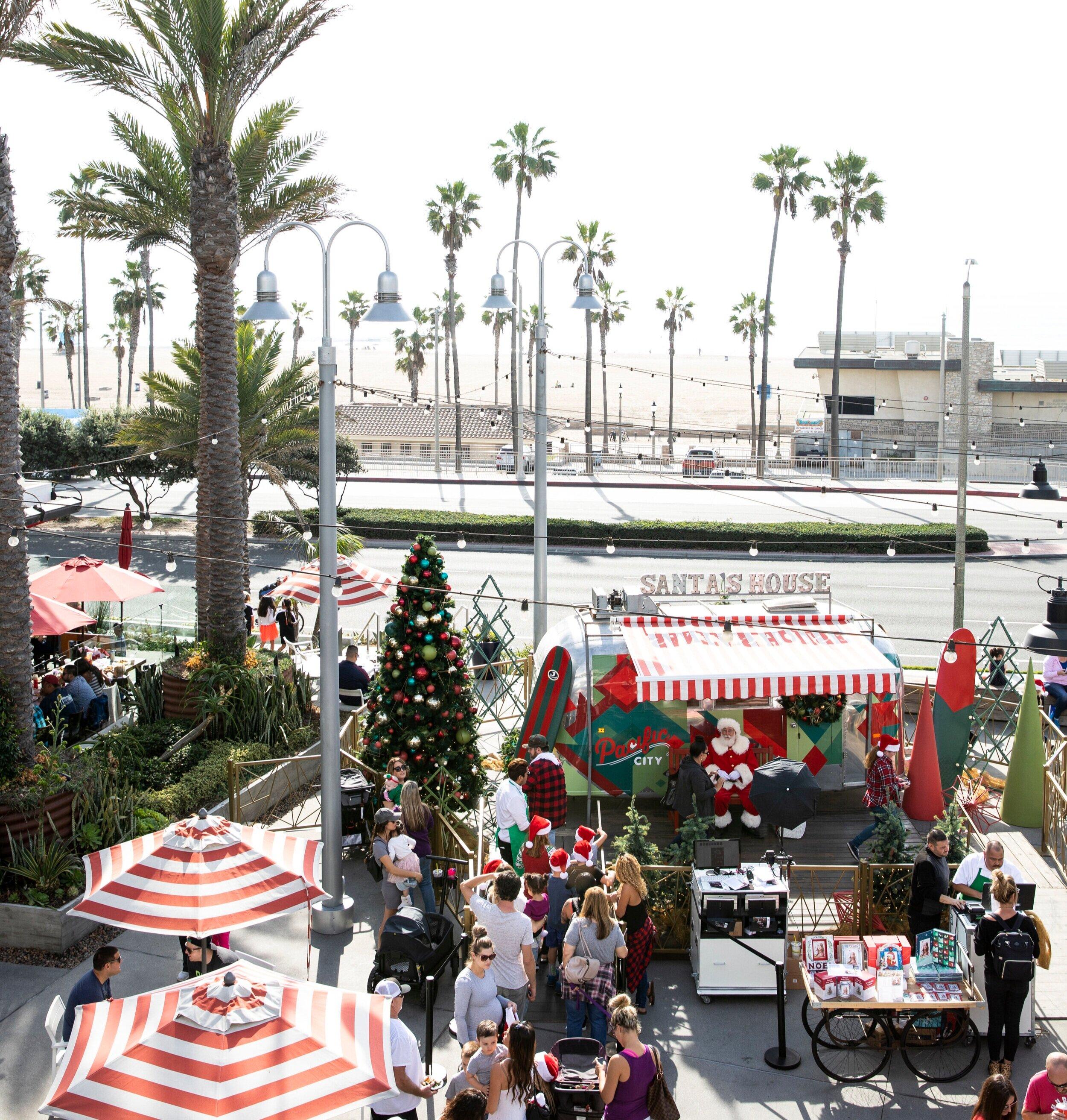 Pacific+City_Santa_photos_Holiday_family_huntington.jpg