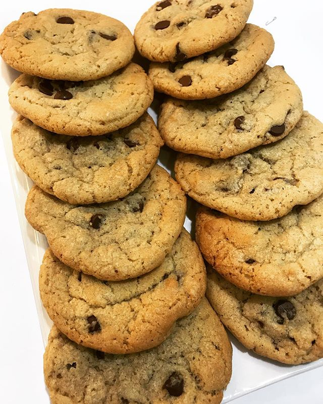 Popular Opinion : The best type of chocolate chip cookies are the soft, fudgy and chewy ones 🍪 s/o @maachidesserts for coming through with our favorite type.