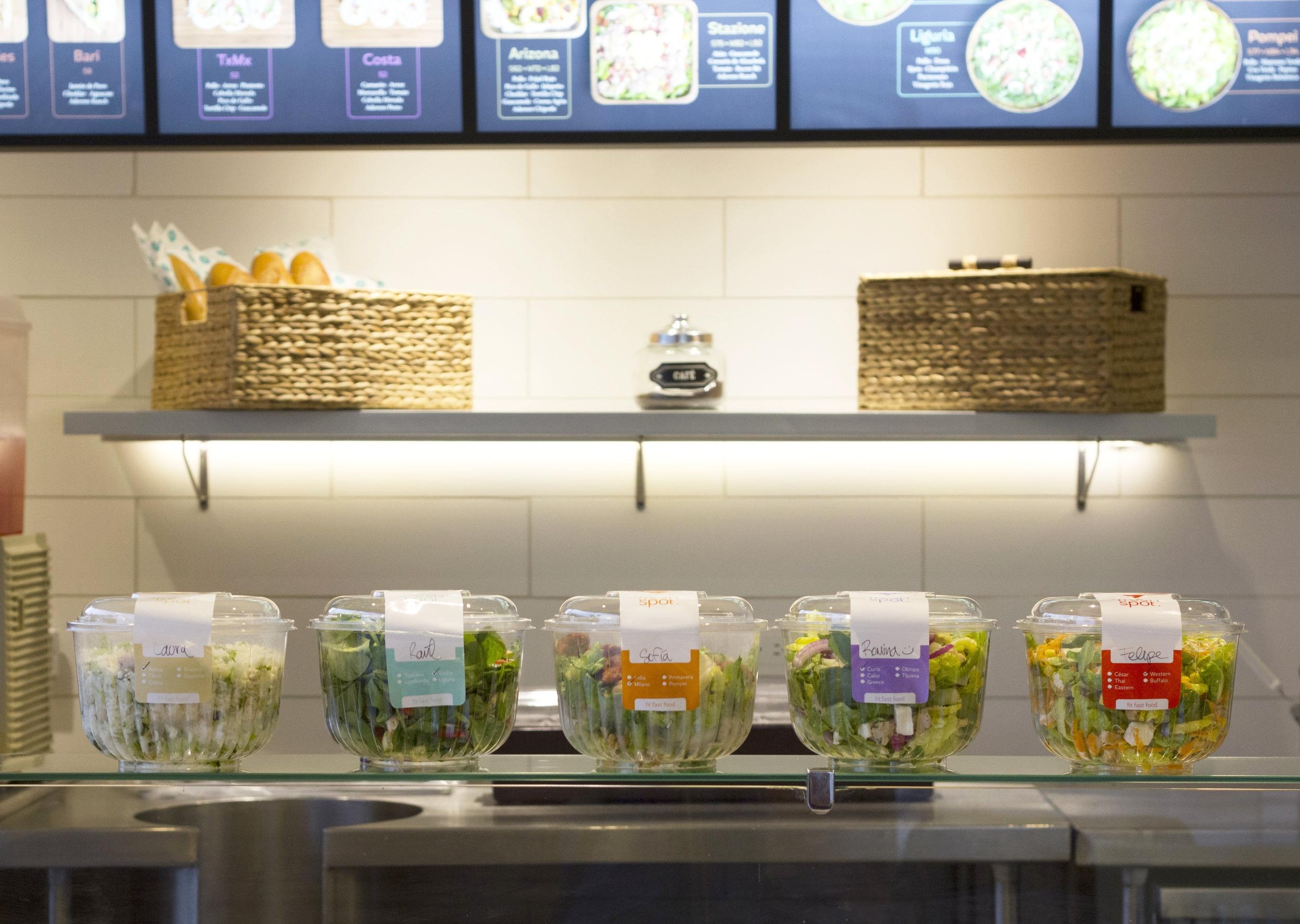 Interior y ensaladas FreshSpot.jpg
