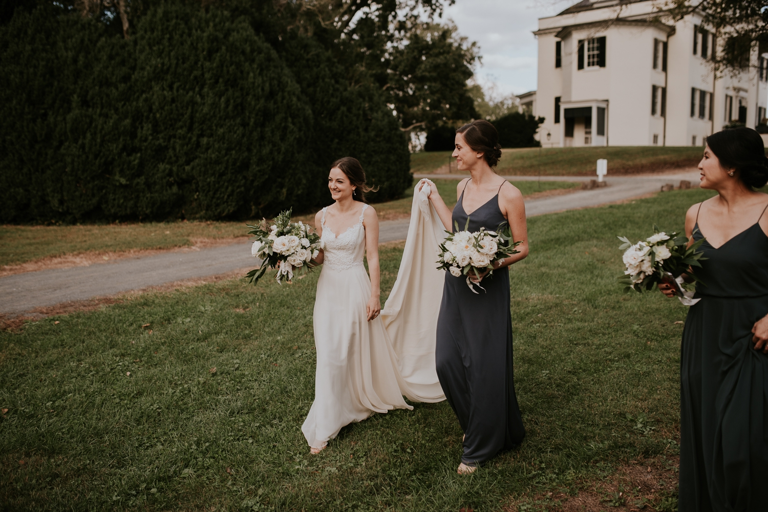 leesburg-virginia-oatlands-historic-house-wedding-photographer-planner-vendors 24.jpg