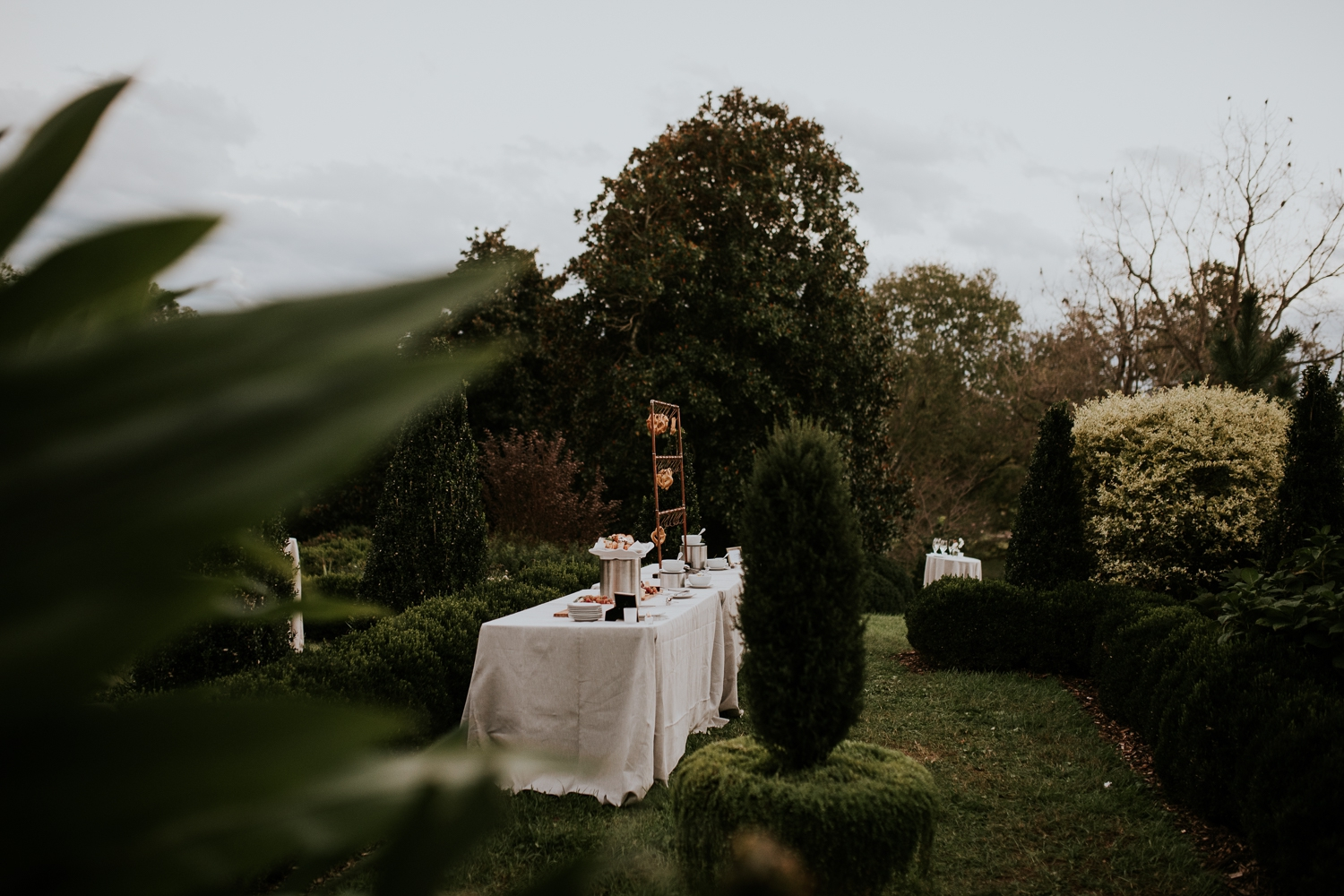 leesburg-virginia-oatlands-historic-house-garden-wedding-photographer 11.jpg