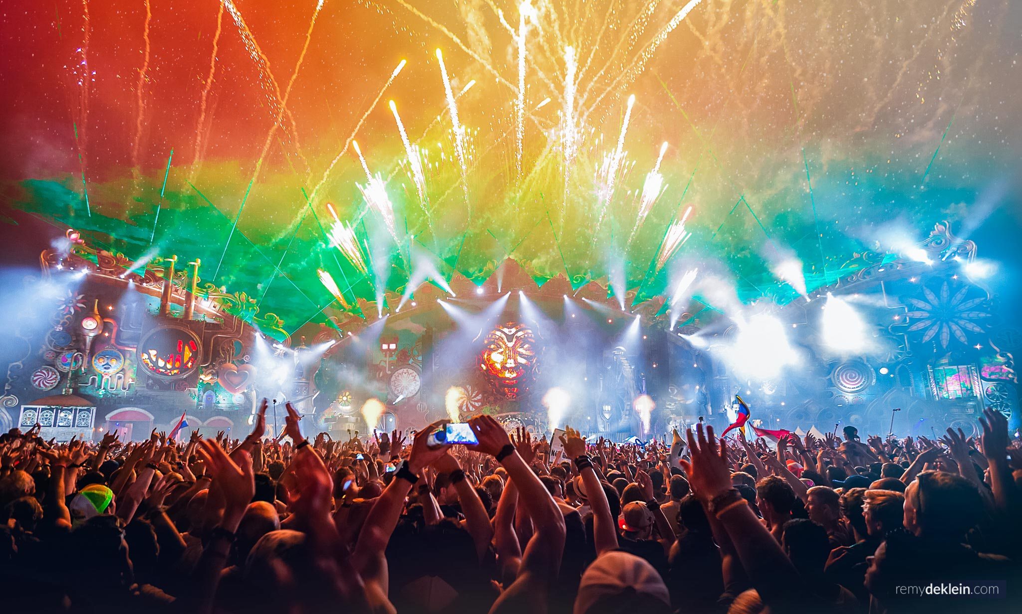 Tomorrowland mainstage 2014 colors