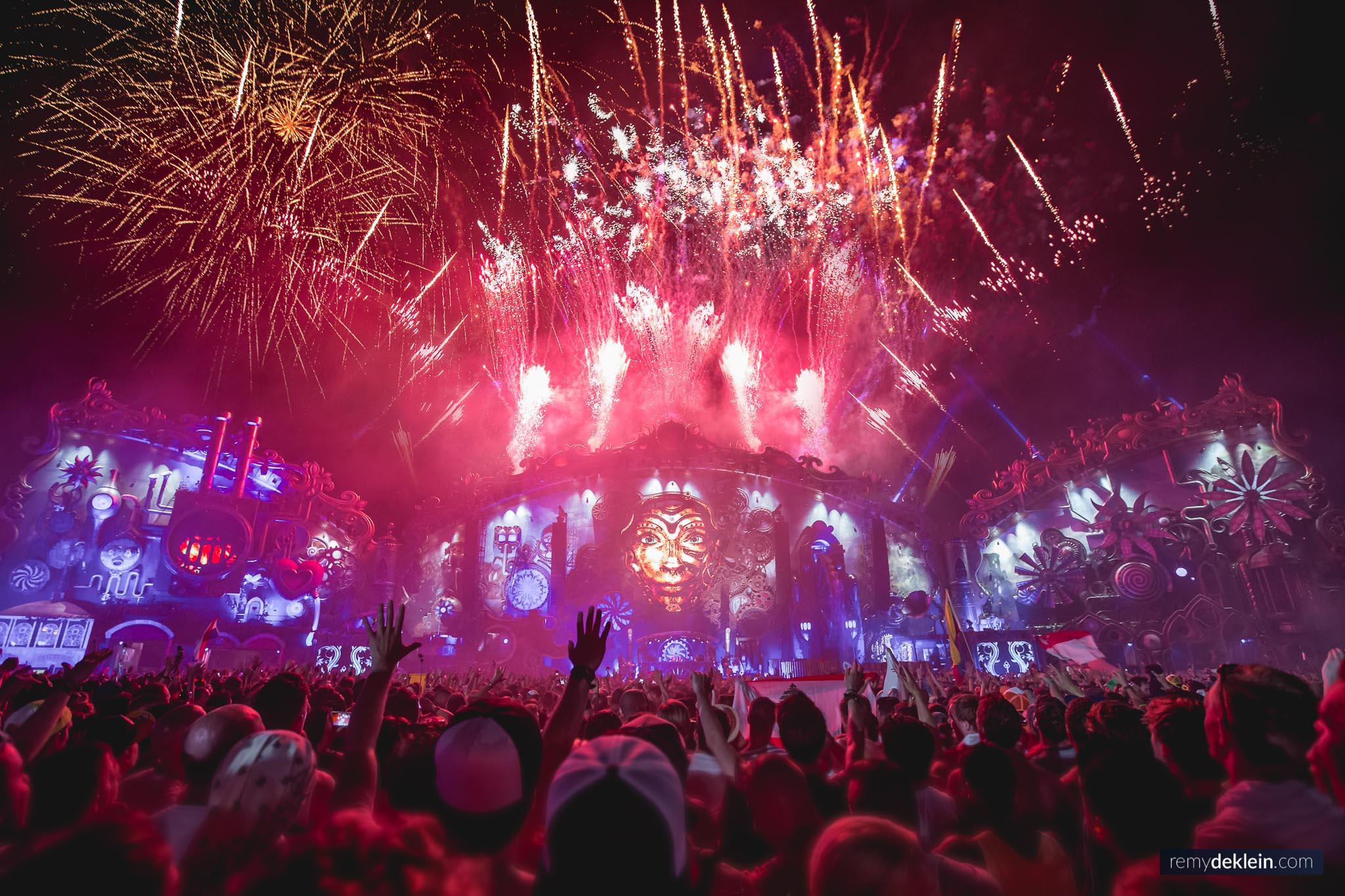 Tomorrowland Mainstage 2014 colors 2