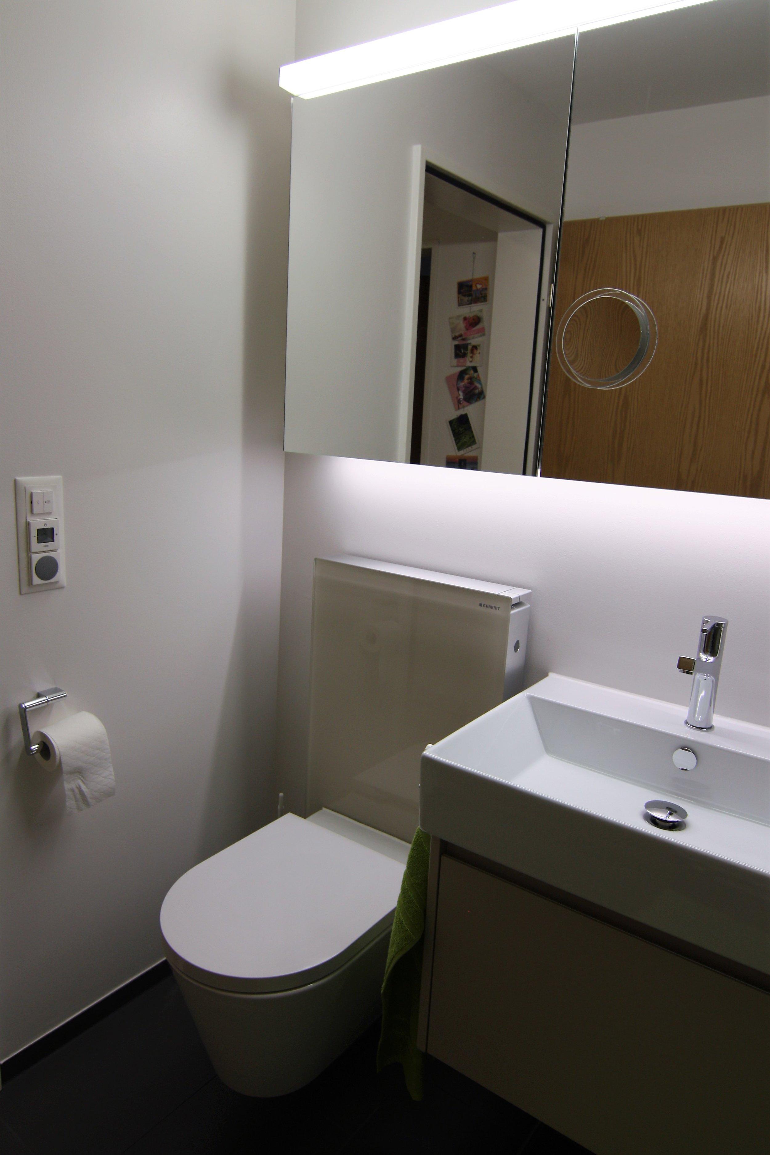 Bad WC und Lavabo.JPG